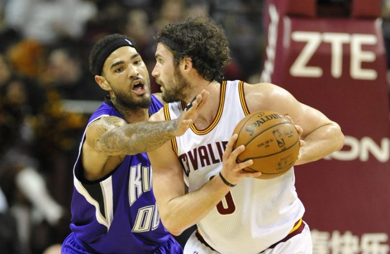 Kevin-love-willie-cauley-stein-nba-sacramento-kings-cleveland-cavaliers-768x0