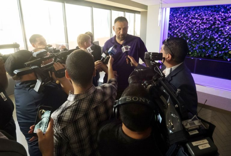 Nba-sacramento-kings-press-conference-2-768x519