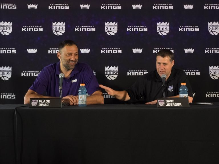9289099-dave-joerger-nba-sacramento-kings-press-conference-768x576