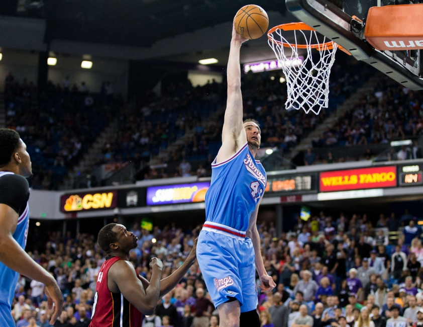 9223848-kosta-koufos-nba-miami-heat-sacramento-kings