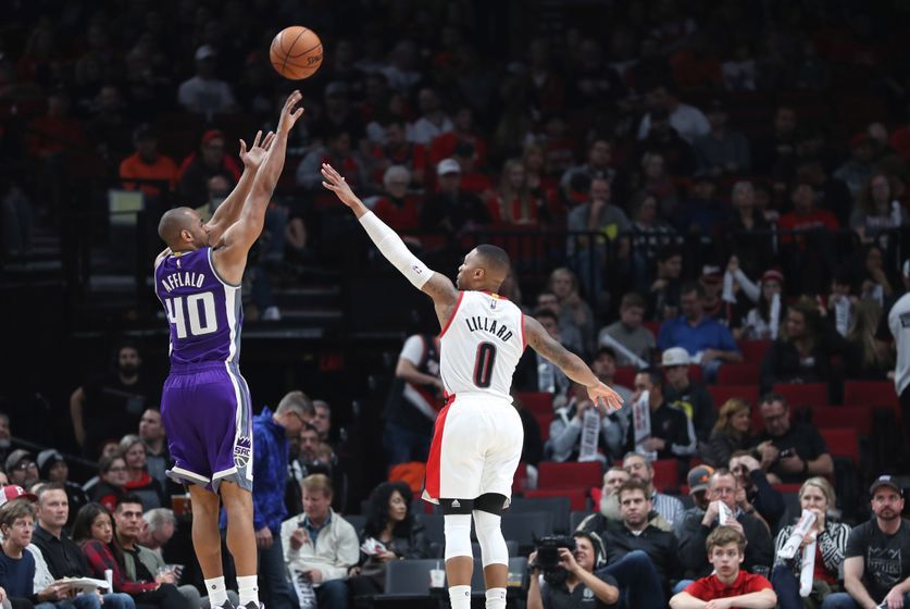 Nov 11, 2016; Portland, OR, USA; Sacramento Kings guard Arron Afflalo (40) shoots over Portland Trail Blazers guard Damian Lillard (0) in the second half at Moda Center at the Rose Quarter. Mandatory Credit: Jaime Valdez-USA TODAY Sports