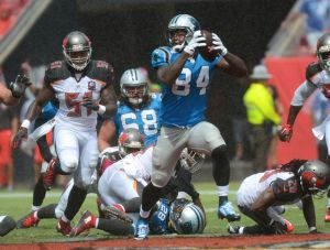Oct 4, 2015; Tampa, FL, USA; Carolina Panthers wide receiver Ed Dickson (84) catches a fumble and runs it for a touchdown in the second half against the Tampa Bay Buccaneers at Raymond James Stadium. The Carolina Panthers defeated the Tampa Bay Buccaneers 37-23. Mandatory Credit: Jonathan Dyer-USA TODAY Sports