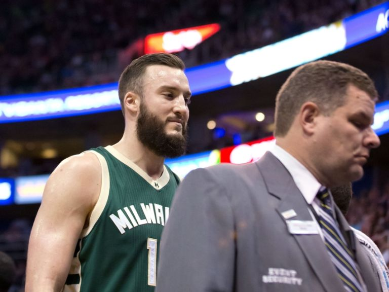 Miles-plumlee-nba-milwaukee-bucks-utah-jazz-768x576