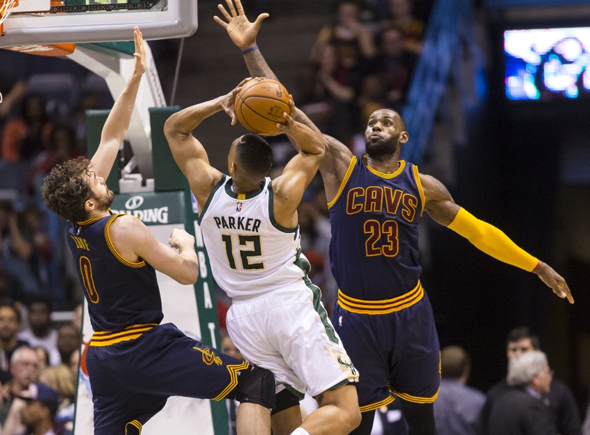 Giannis Antetokounmpo leads dominant win over champion Cavaliers