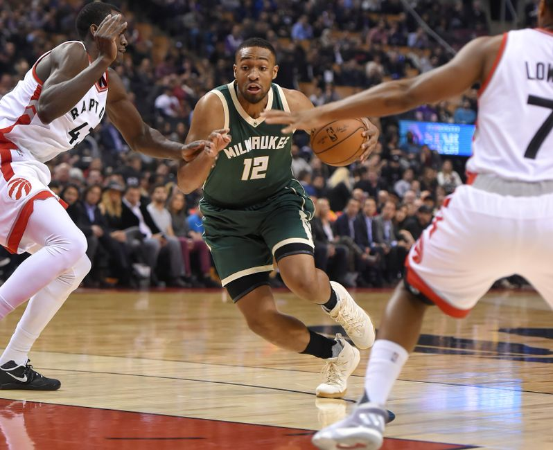 The Milwaukee Bucks fell below the .500 mark with their third consecutive  loss 297aa0415