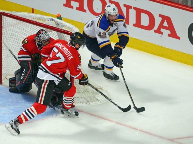 Corey-crawford-david-backes-nhl-stanley-cup-playoffs-st.-louis-blues-chicago-blackhawks-768x576