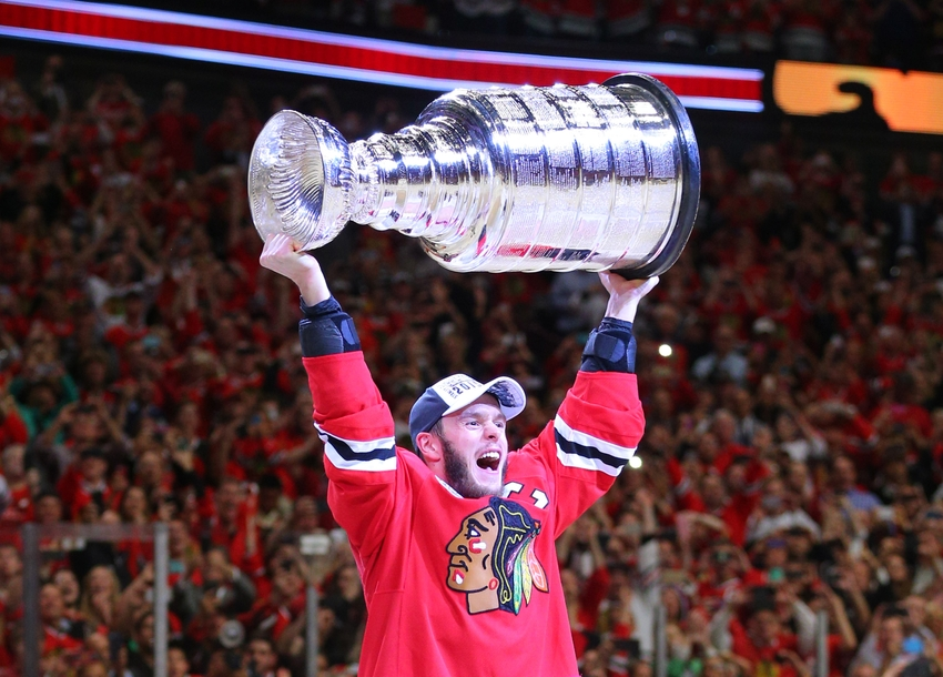 8631160-jonathan-toews-nhl-stanley-cup-final-tampa-bay-lightning-chicago-blackhawks