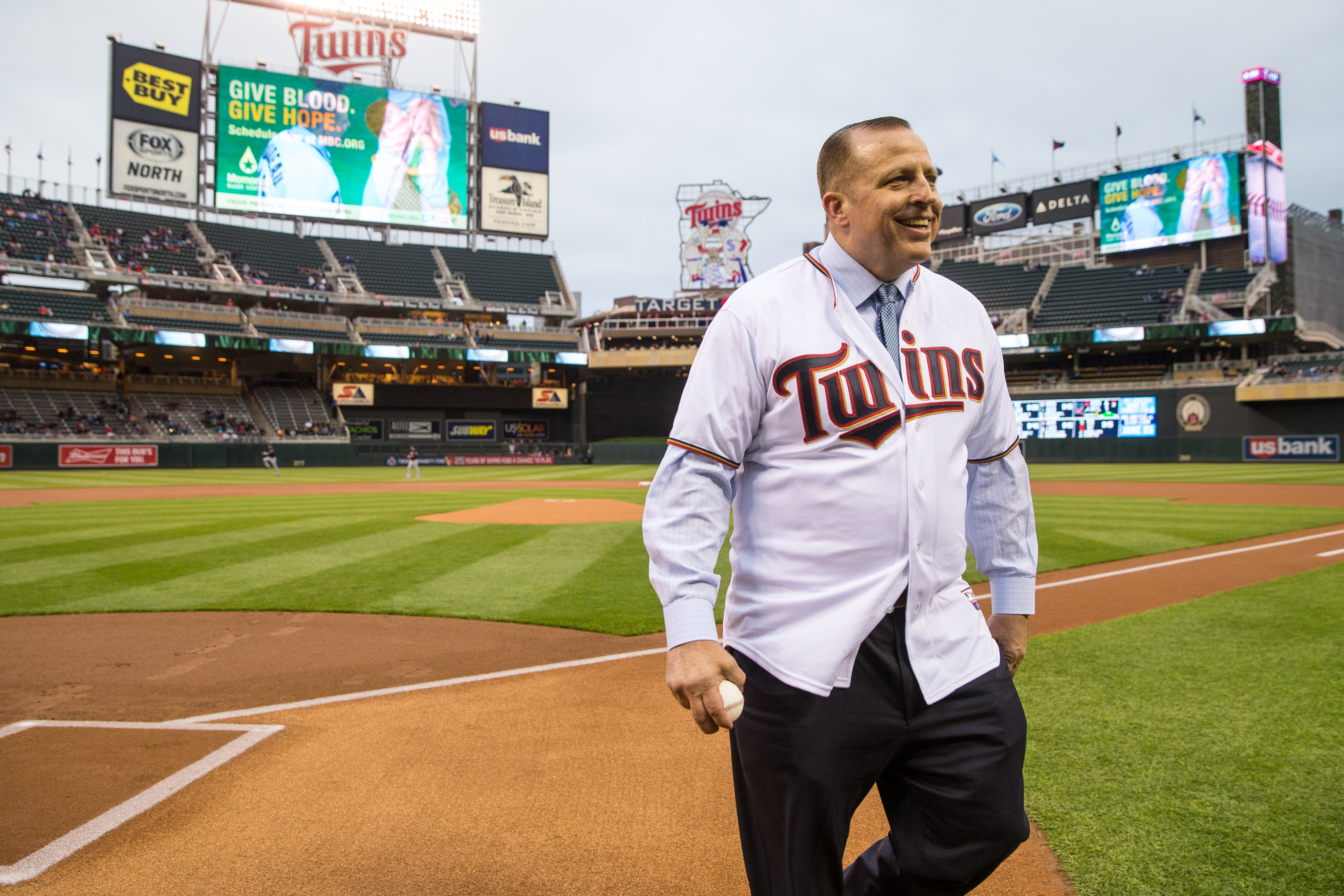 MINNEAPOLIS, MN- APRIL 26: New Minnesota Timberwolves head coach Tom Thibodeau throws out a first pitch prior to the game between the Minnesota Twins and the Cleveland Indians on April 26, 2016 at Target Field in Minneapolis, Minnesota. The Twins defeated the Indians 6-5. (Photo by Brace Hemmelgarn/Minnesota Twins/Getty Images)