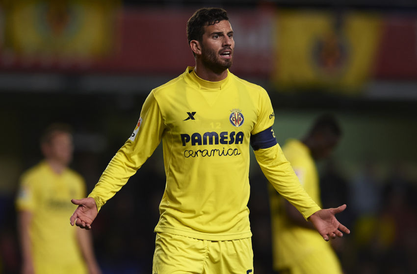 VILLARREAL, SPAIN - JANUARY 13: Mateo Pablo Musacchio of Villarreal reacts during the Copa del Rey Round of 16 second leg match between Villarreal CF and Athletic Club de Bilbao at El Madrigal on January 13, 2016 in Villarreal, Spain. (Photo by Manuel Queimadelos Alonso/Getty Images)