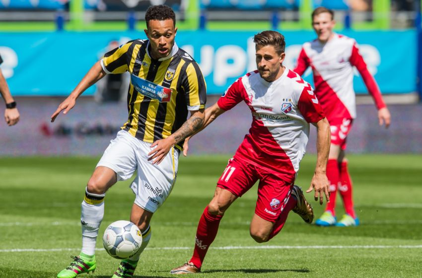(L-R) Lewis Baker of Vitesse, Andreas Ludwig of FC Utrecht during the Dutch Eredivisie match between Vitesse Arnhem and FC Utrecht at Gelredome on May 01, 2016 in Arnhem, The Netherlands(Photo by VI Images via Getty Images)