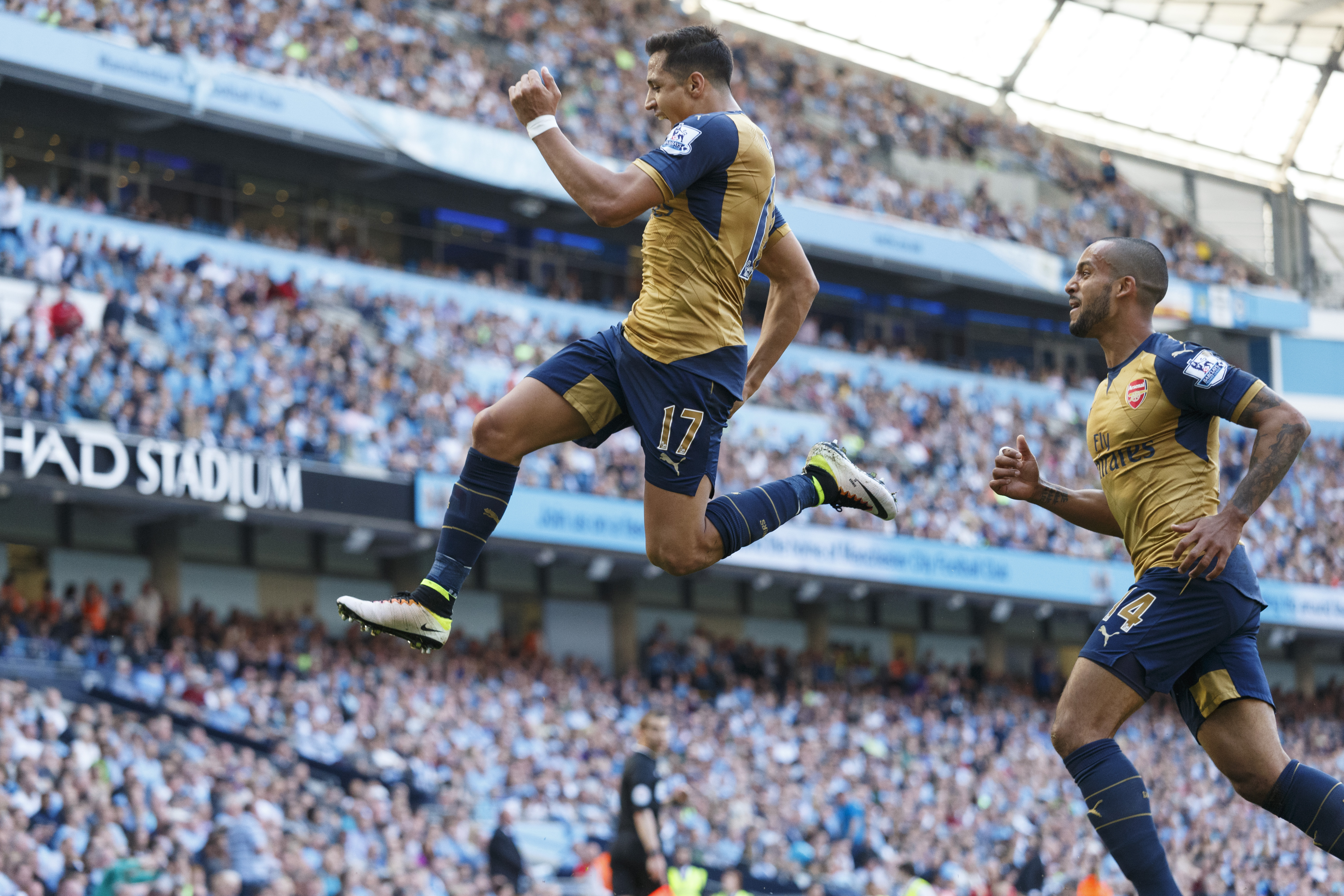MANCHESTER, ENGLAND - MAY 08: Alexis Sanchez of Arsenal celebrates after scoring a goal to make it 2-2 during the Barclays Premier League match between Manchester City and Arsenal at the Ethiad Stadium on May 1, 2016 in Manchester, United Kingdom. (Photo by Matthew Ashton - AMA/Getty Images)