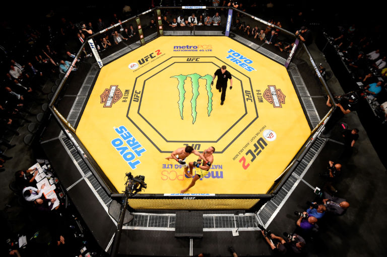Ufc 200 Why Is The Octagon Mat Yellow