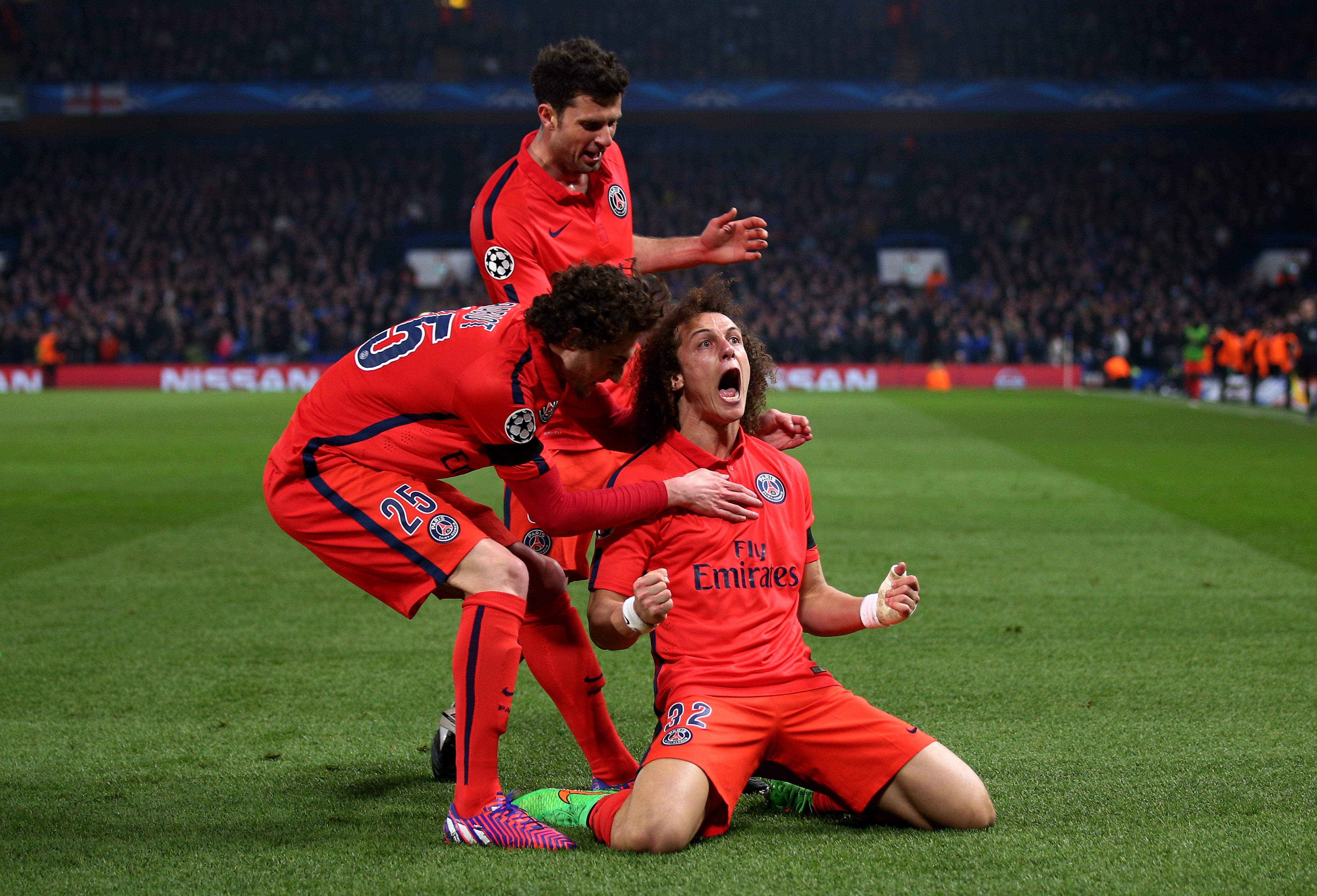 Oscar celebrates David Luiz's return to Chelsea following move from PSG