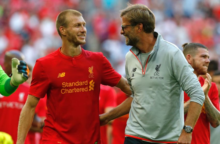 Liverpool's German manager Jurgen Klopp (R) and Liverpool's Estonian defender Ragnar Klavan celebrate on the pitch after the pre-season International Champions Cup football match between Spanish champions, Barcelona and Liverpool at Wembley stadium in London on August 6, 2016. Liverpool won the game 4-0. / AFP / Ian KINGTON (Photo credit should read IAN KINGTON/AFP/Getty Images)