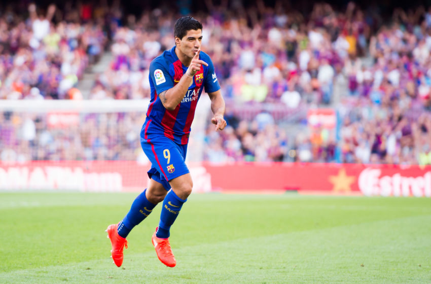 BARCELONA, SPAIN - AUGUST 20: Luis Suarez of FC Barcelona celebrates after scoring his team's sixth goal during the La Liga match between FC Barcelona and Real Betis Balompie at Camp Nou on August 20, 2016 in Barcelona, Spain. (Photo by Alex Caparros/Getty Images)