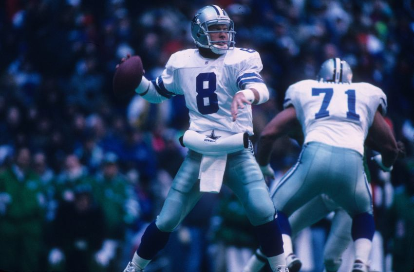 IRVING, TX - JANUARY 7: Quarterback Troy Aikman