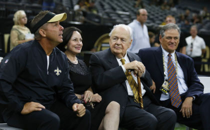 NEW ORLEANS, LA - AUGUST 26: (Left to Right) Head coach Sean Payton of the New Orleans Saints, owners Gayle and Tom Benson, and general manager Mickey Loomis talk before a game at the Mercedes-Benz Superdome on August 26, 2016 in New Orleans, Louisiana. (Photo by Jonathan Bachman/Getty Images)