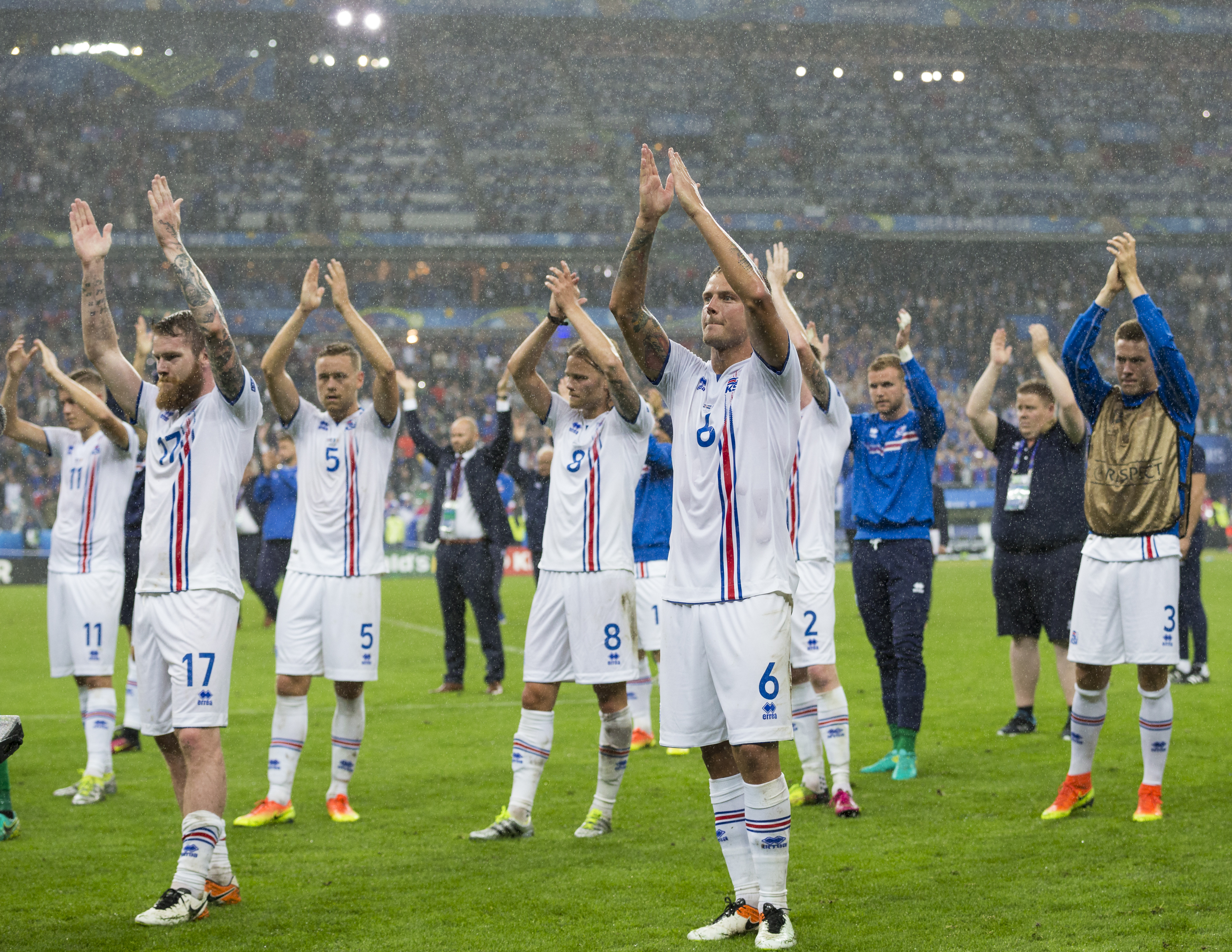 PARIS, FRANCE - JULY 03: Iceland players applaud their fans at the end of the match during the UEFA Euro 2016 Quarter-final match between France and Iceland at on July 03 in Paris, France. (Photo by Craig Mercer/CameraSport via Getty Images)