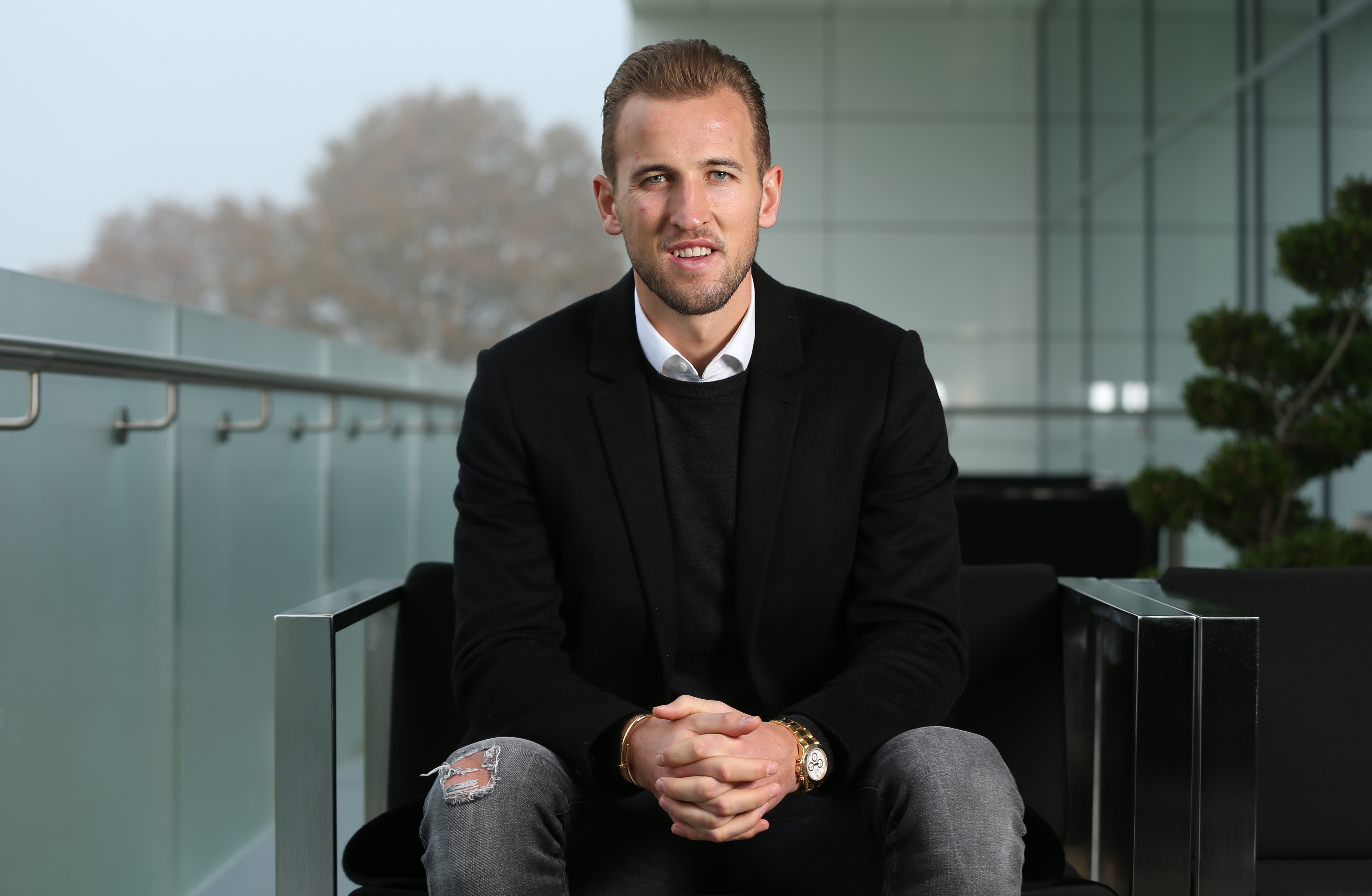 627248870-harry-kane-signs-new-contract-at-tottenham-hotspur