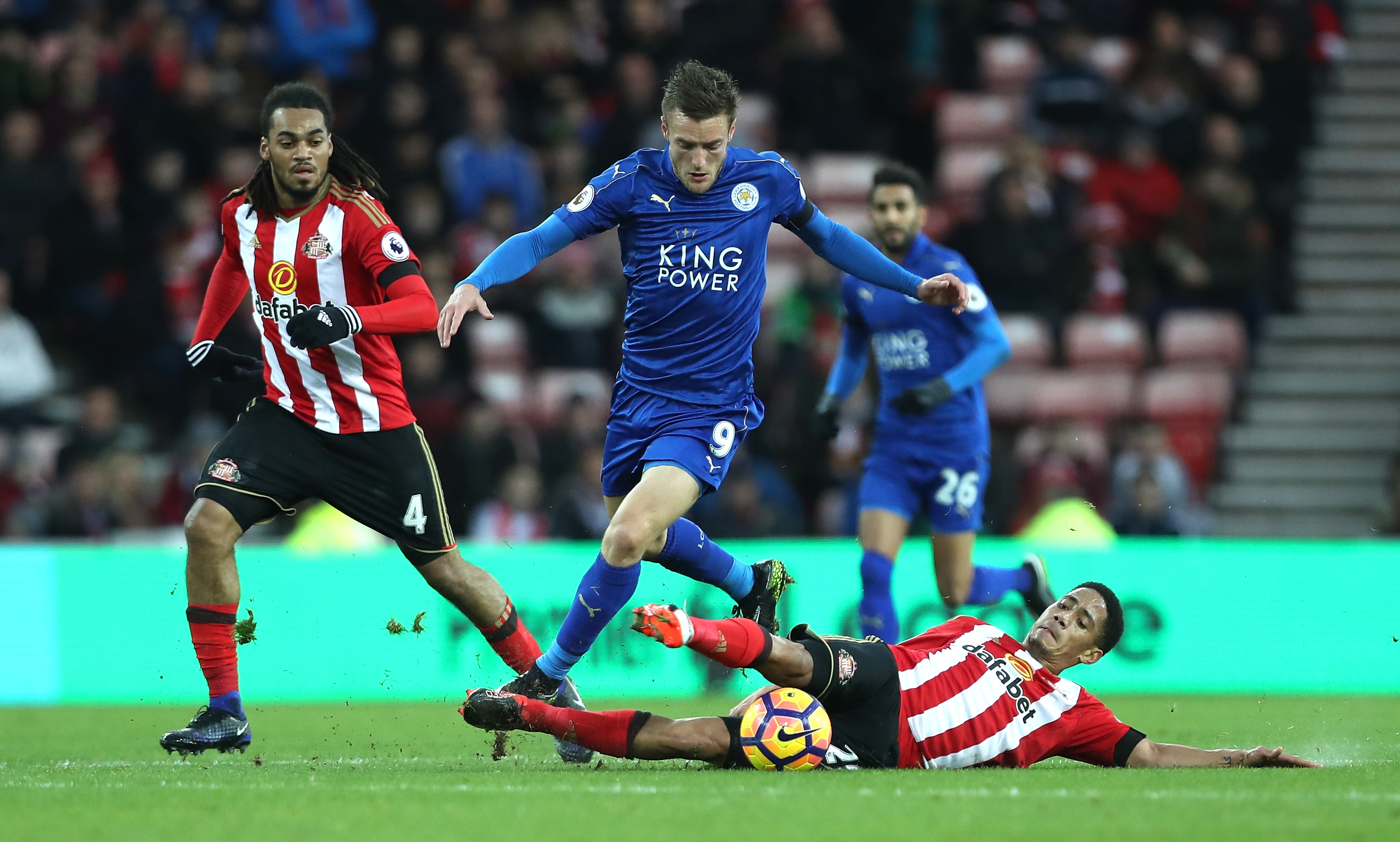 Stumbling champion Leicester loses 2-1 at Sunderland in EPL