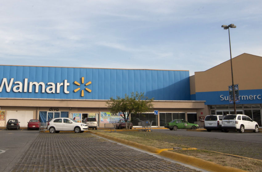 Walmart closed Christmas Day, but you can expect the nation's largest retailer to open bright and early on Dec. Walmart will reopen at 5 a.m. or 6 a.m. (time varies by store) the day after.