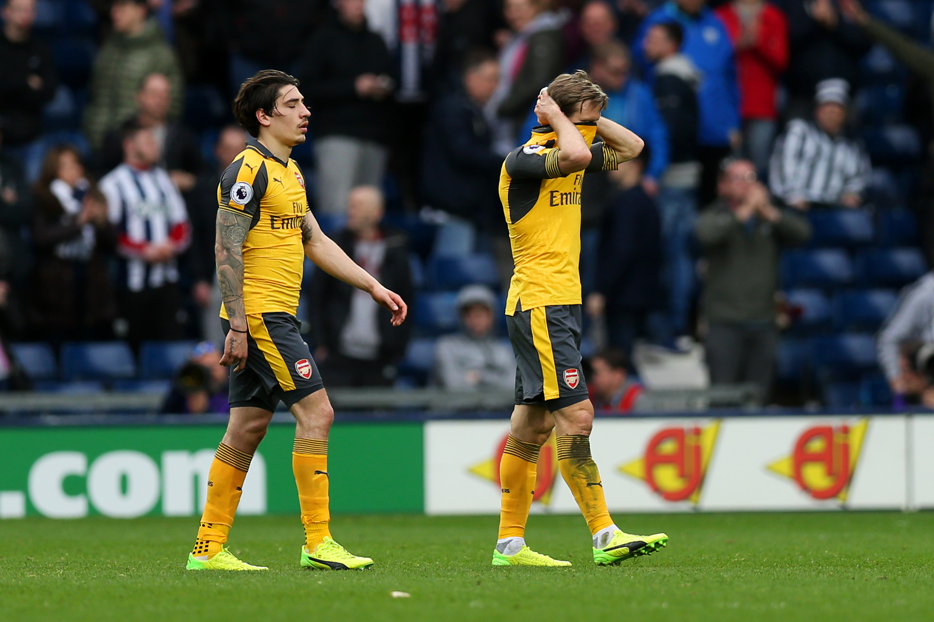 Michael Ballack: 'Mesut Ozil running out of options'
