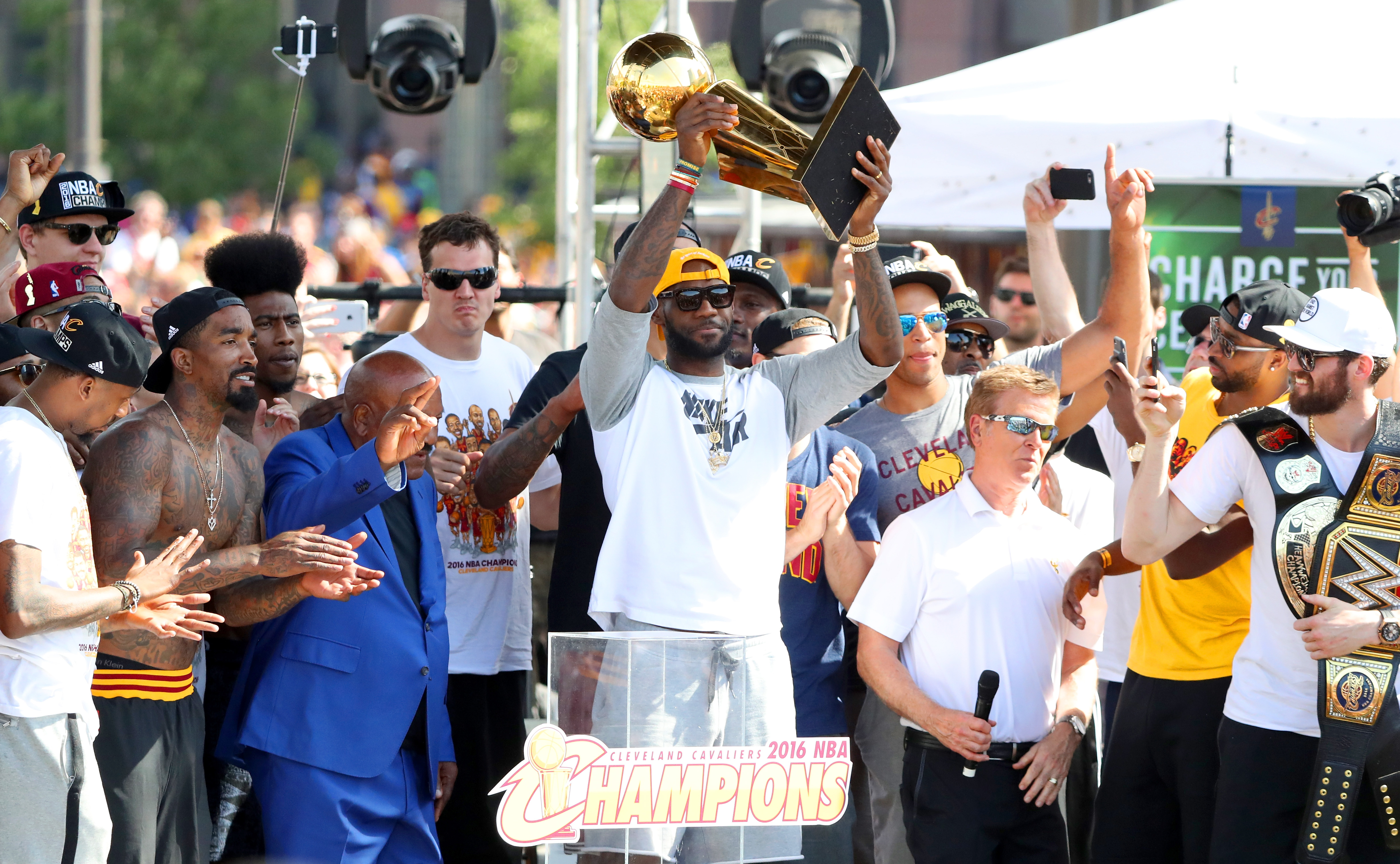 588693212-cleveland-cavaliers-victory-parade-and-rally.jpg