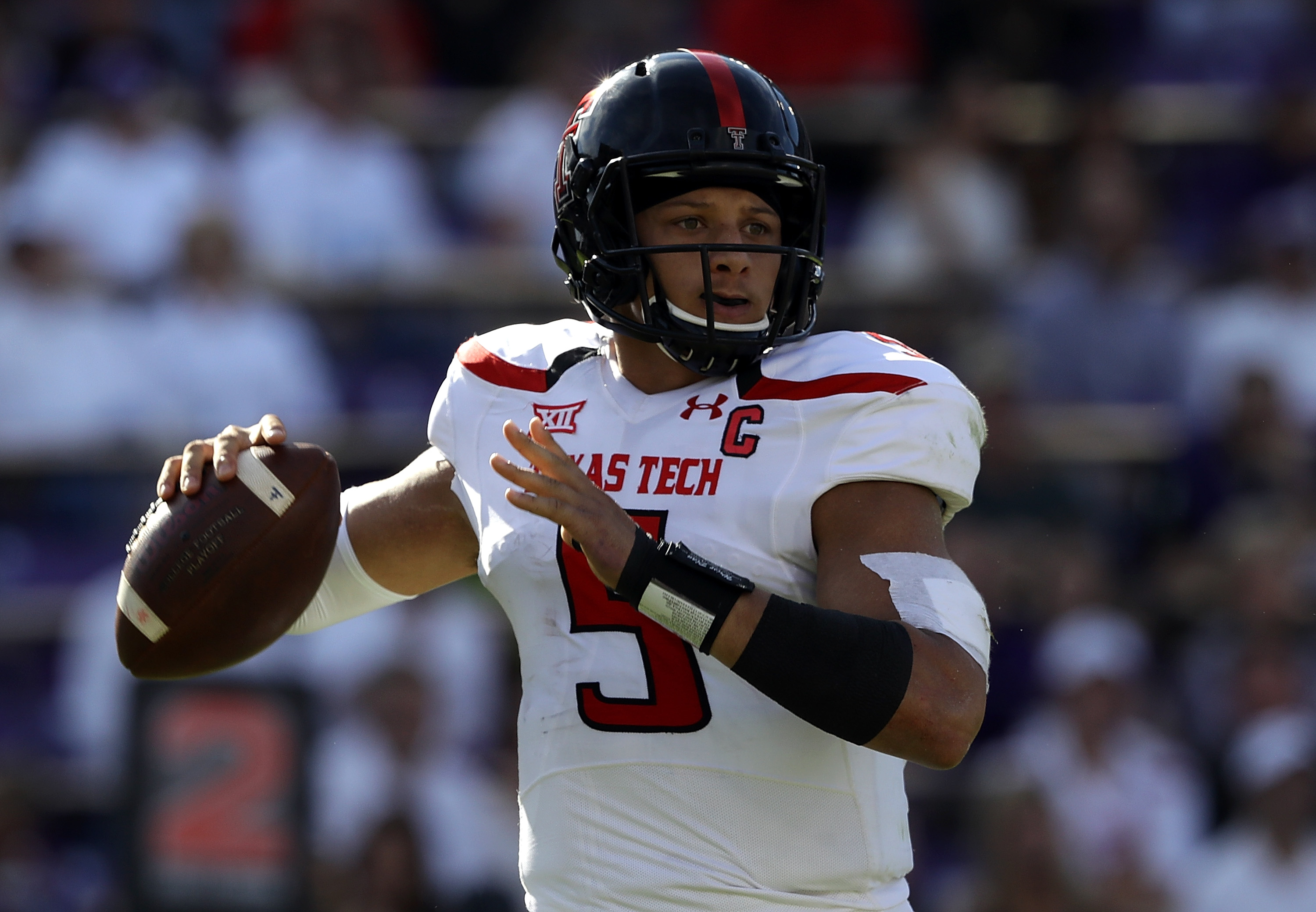 Chiefs officially sign Patrick Mahomes
