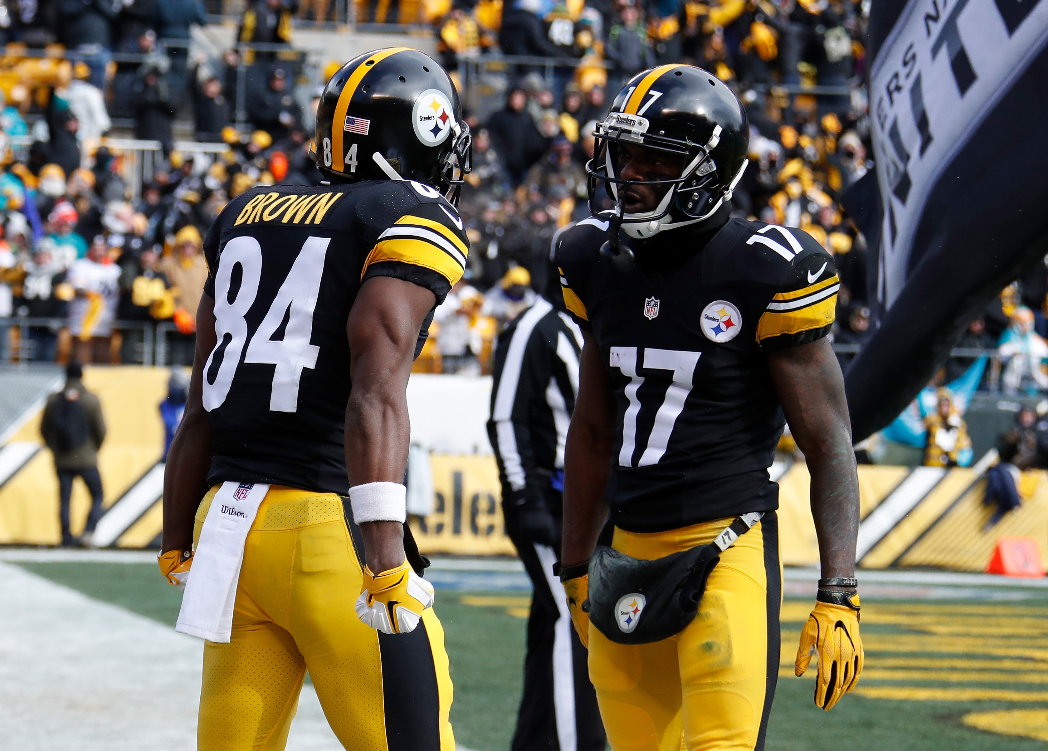631225884-wild-card-round-miami-dolphins-v-pittsburgh-steelers.jpg
