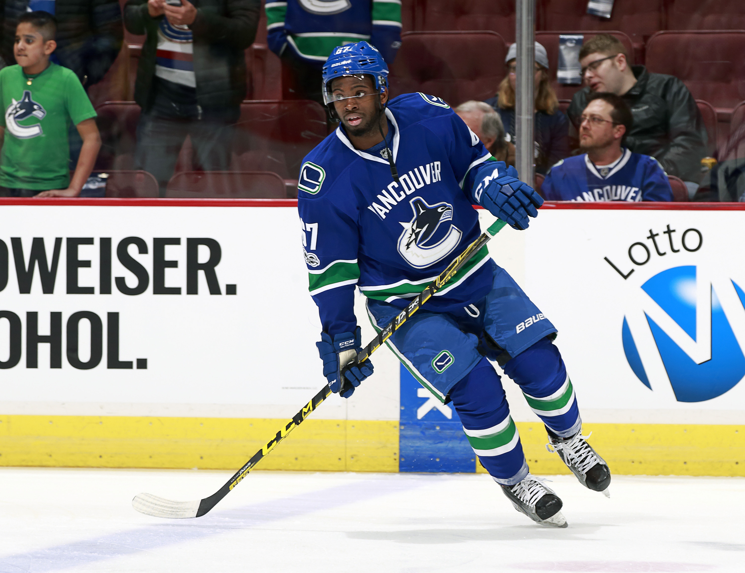 NHL: Vancouver Canucks re-sign defenseman Evan McEneny