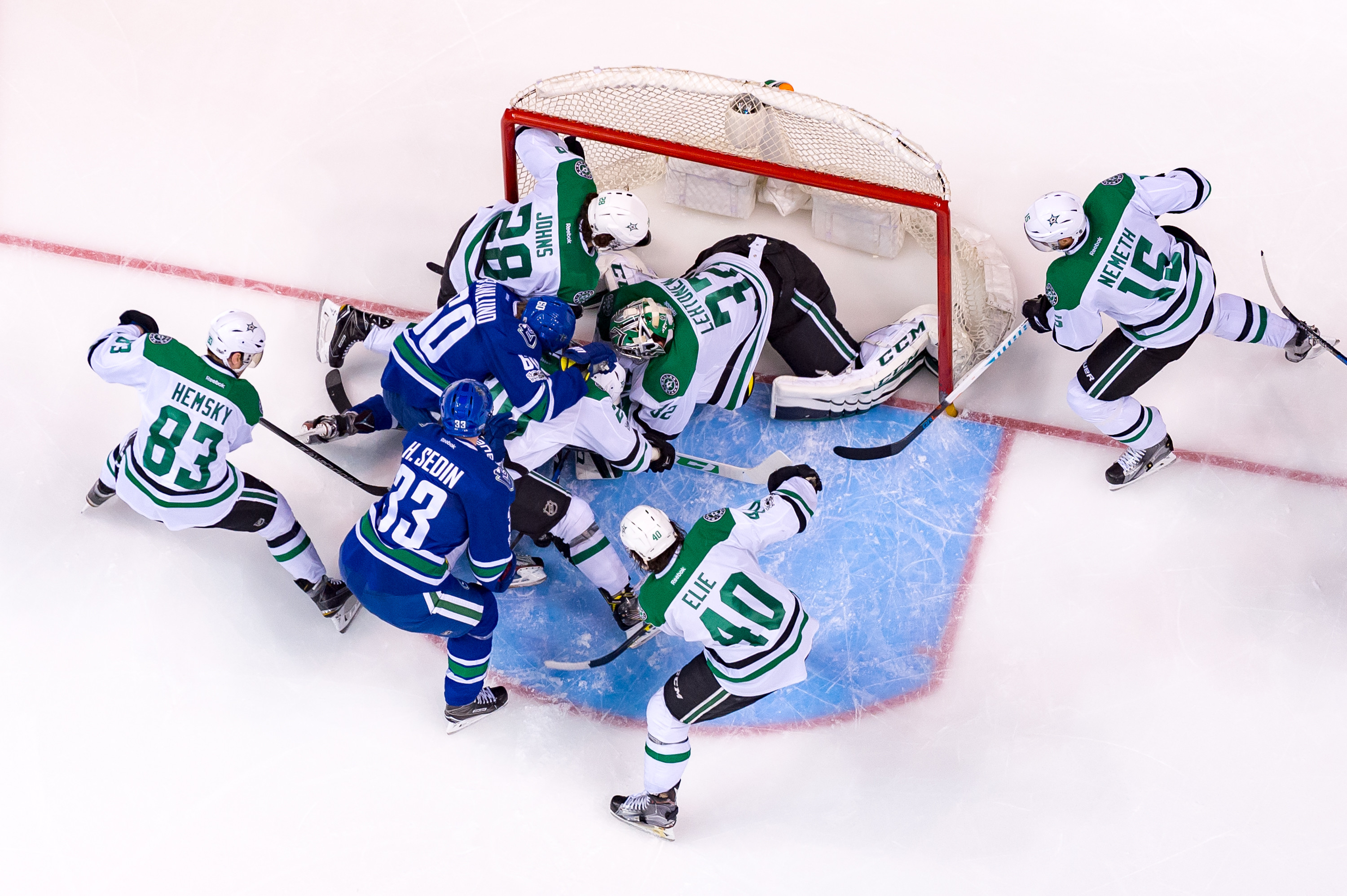 655372930-nhl-mar-16-stars-at-canucks.jpg