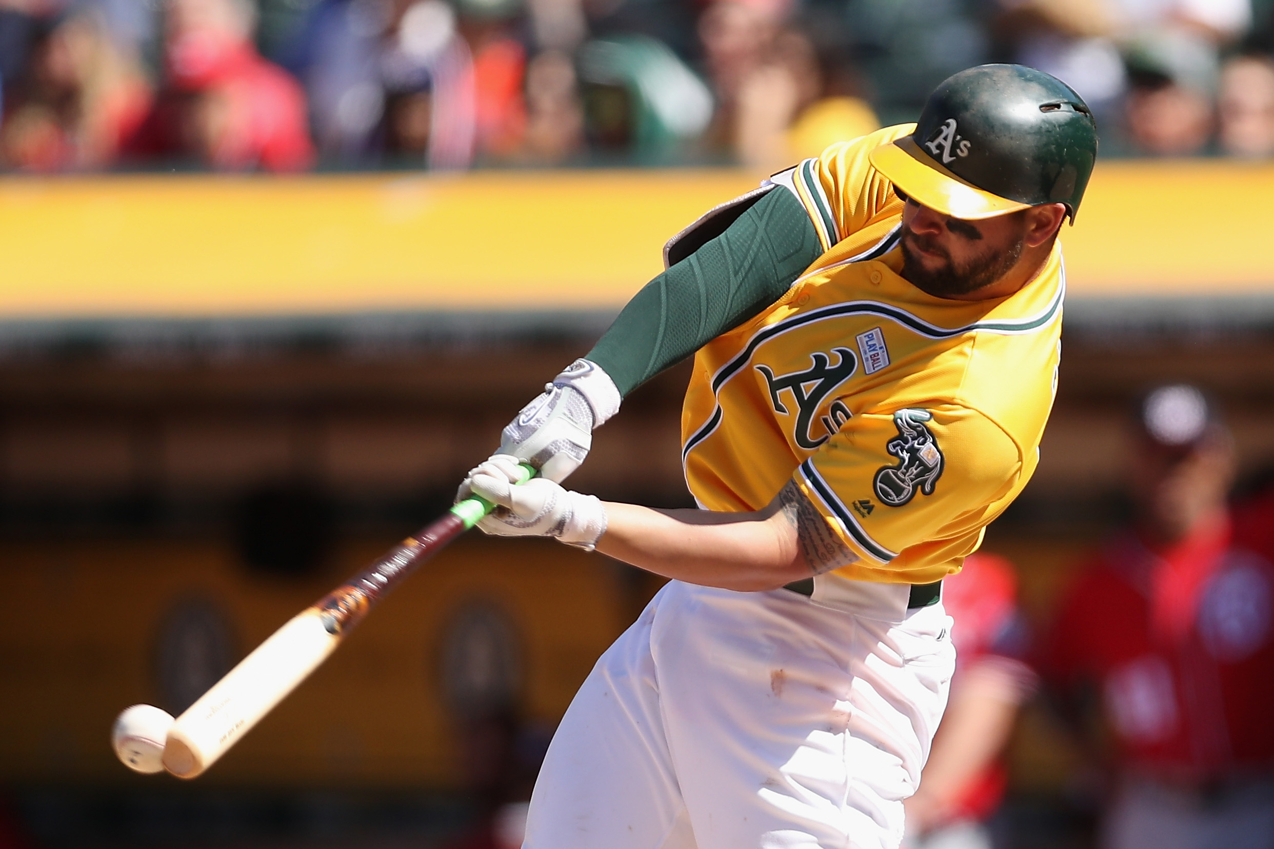 Yankees, A's discussing Yonder Alonso trade