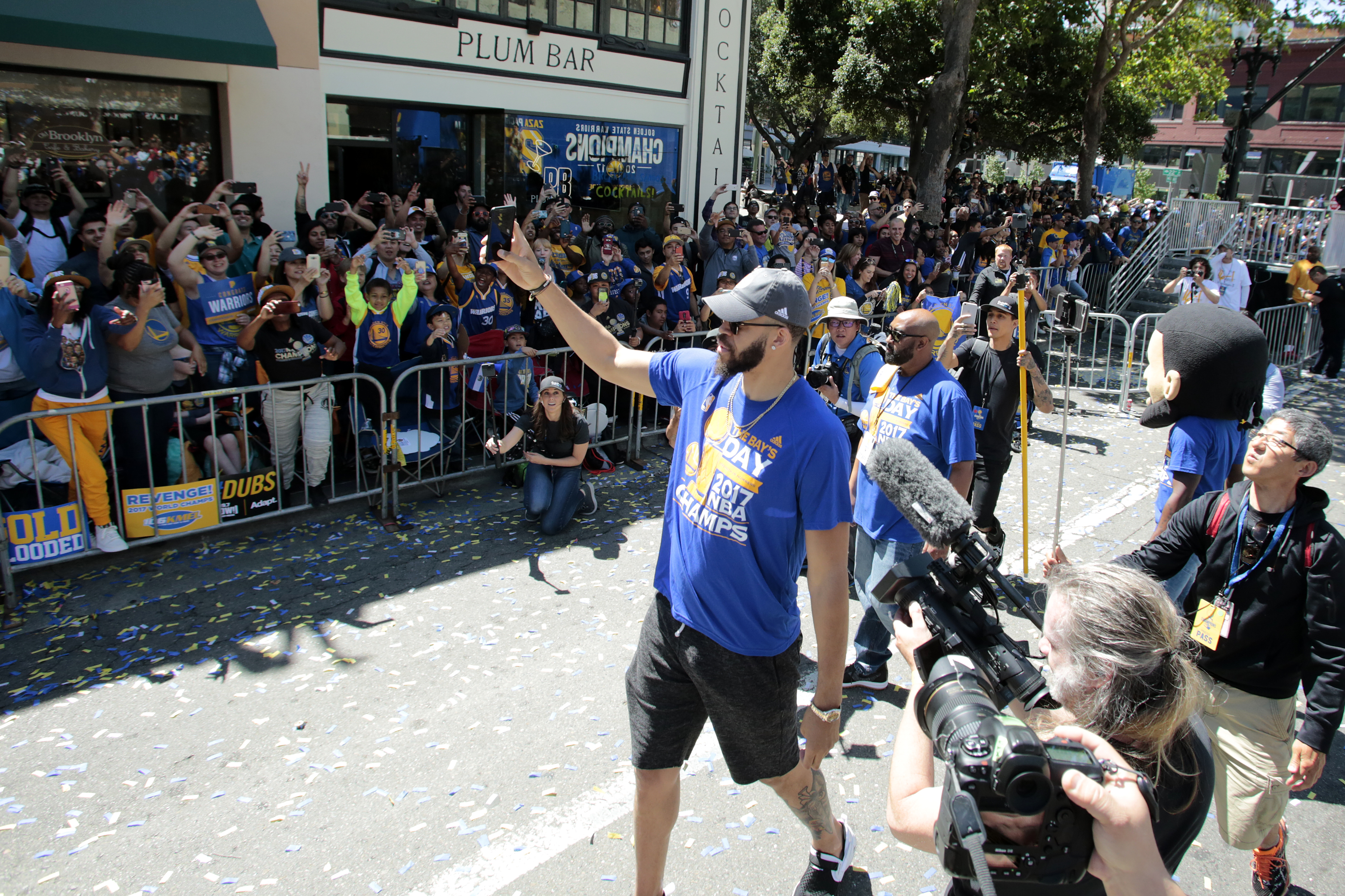 696699080-golden-state-warriors-victory-parade-and-rally.jpg
