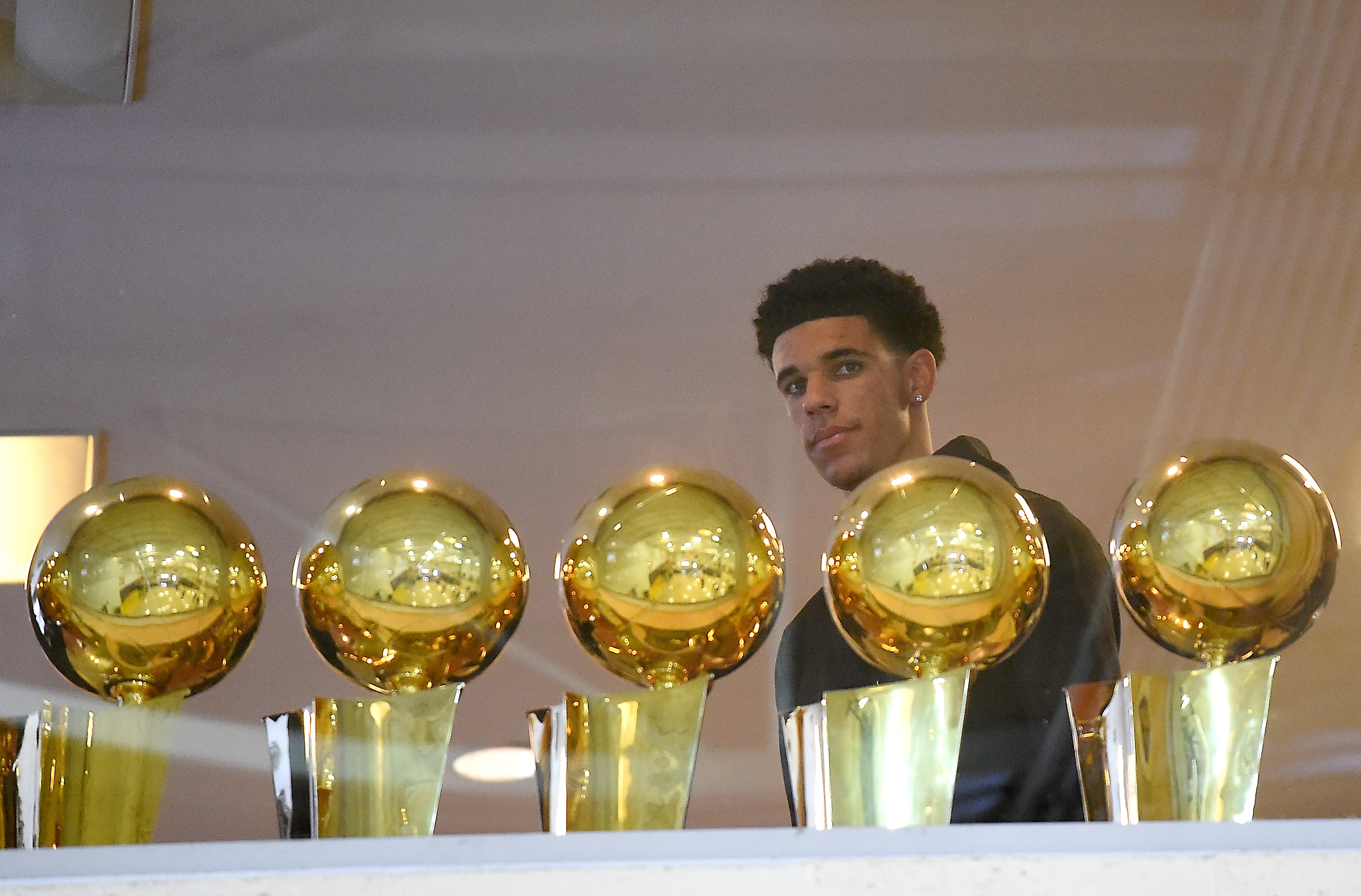 Lakers' Lonzo Ball Trying To Start 'Bidding War' Between Shoe Companies