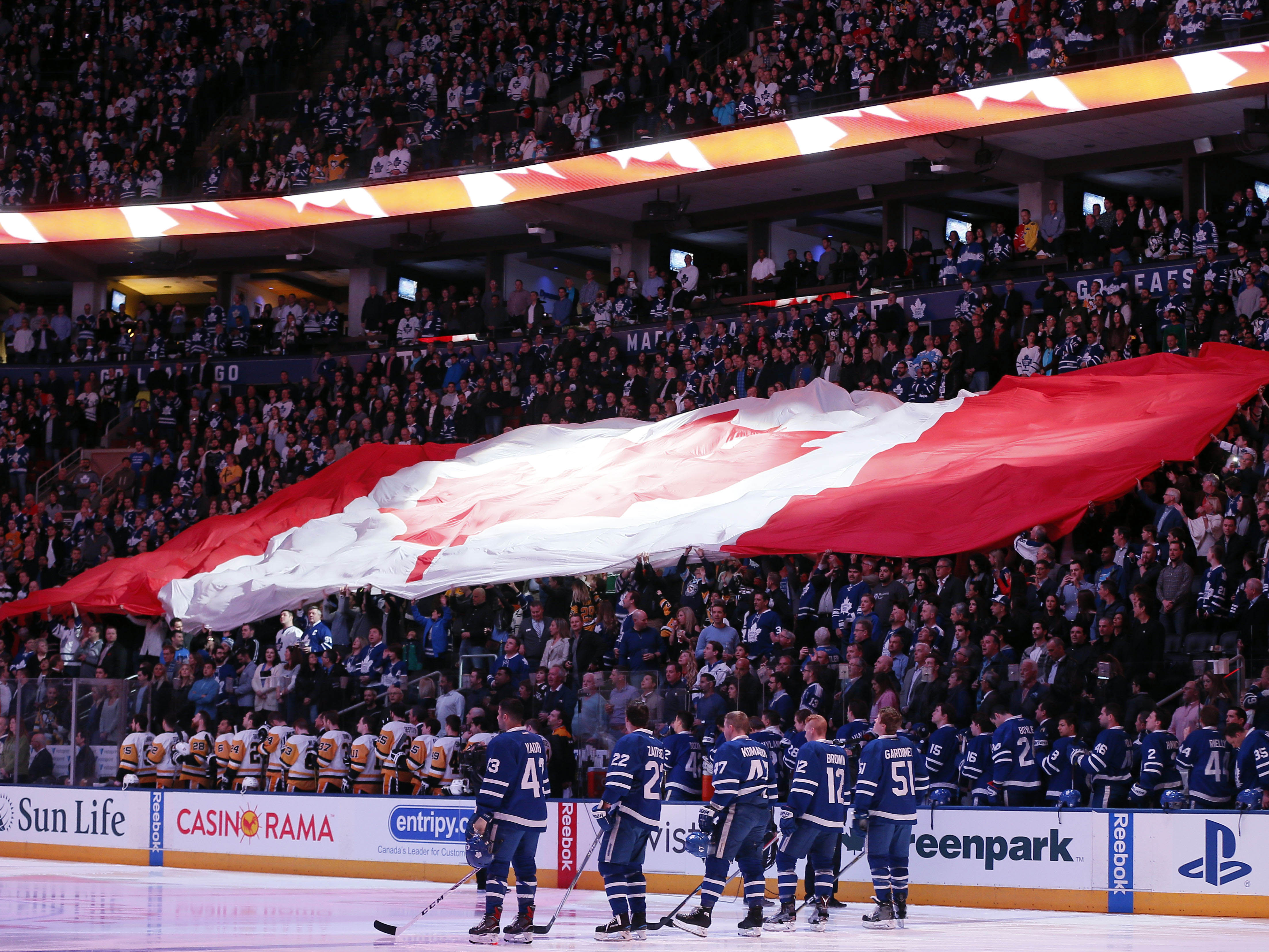 10001478-nhl-pittsburgh-penguins-at-toronto-maple-leafs
