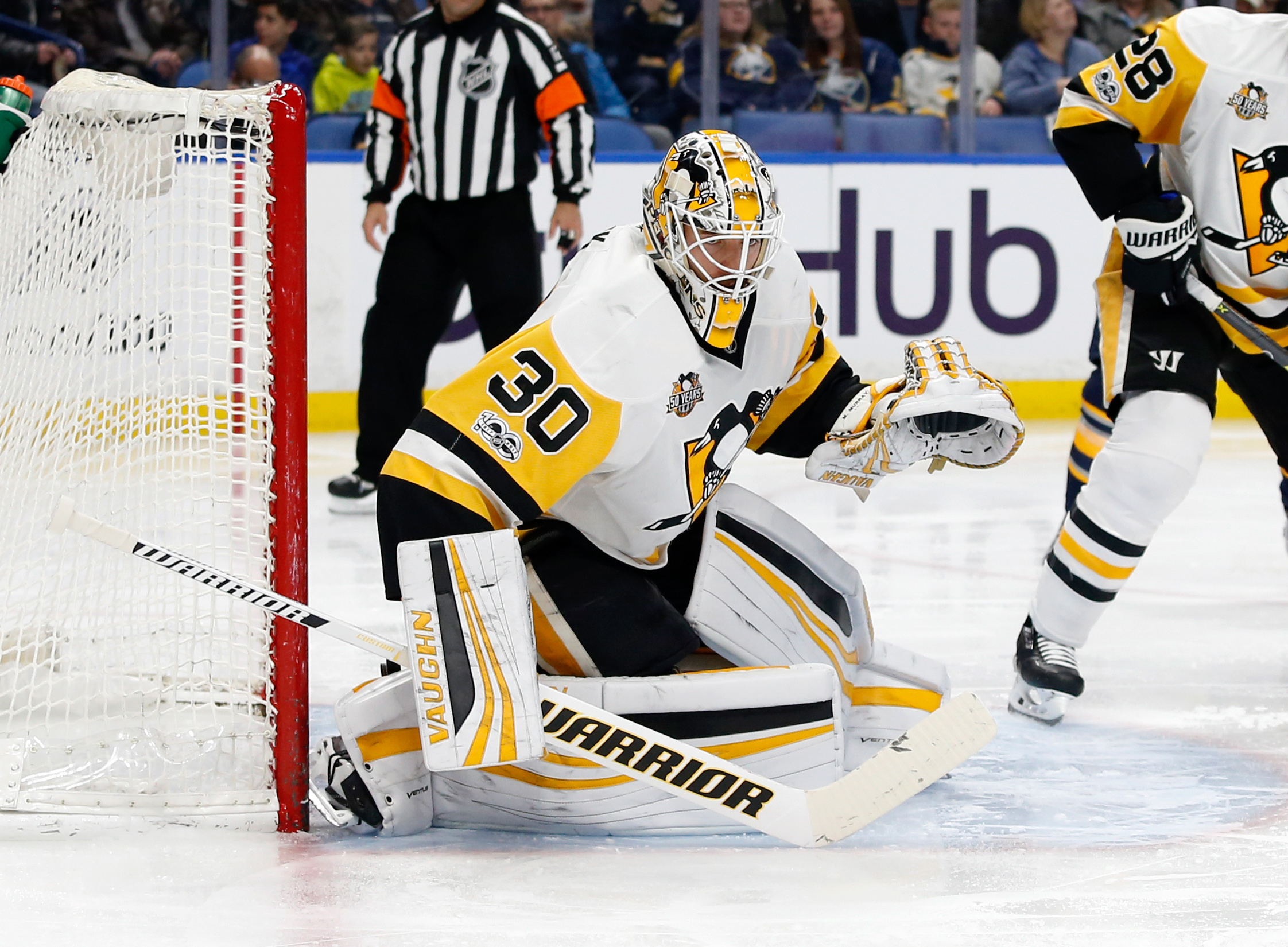 Fleury makes late start, Penguins rush by Blue Jackets 3-1