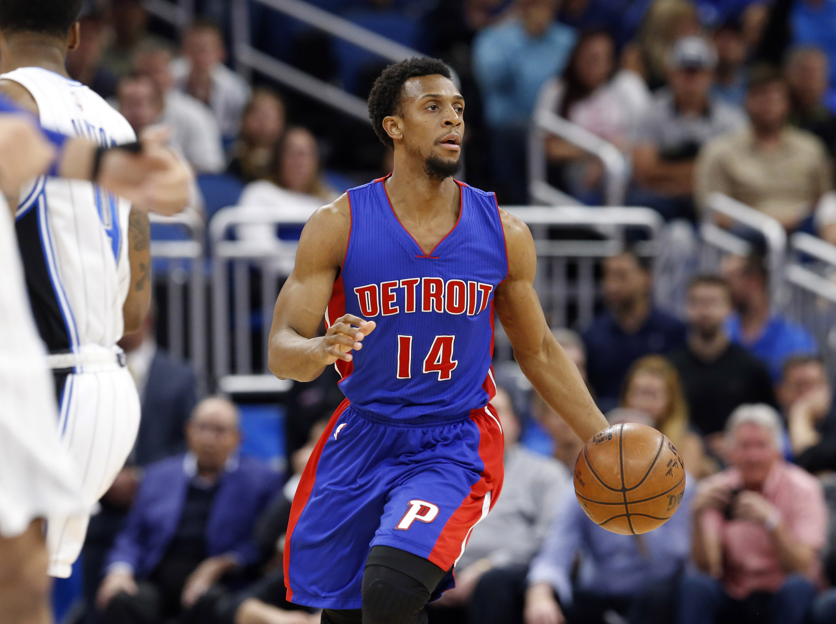 10008943-nba-detroit-pistons-at-orlando-magic