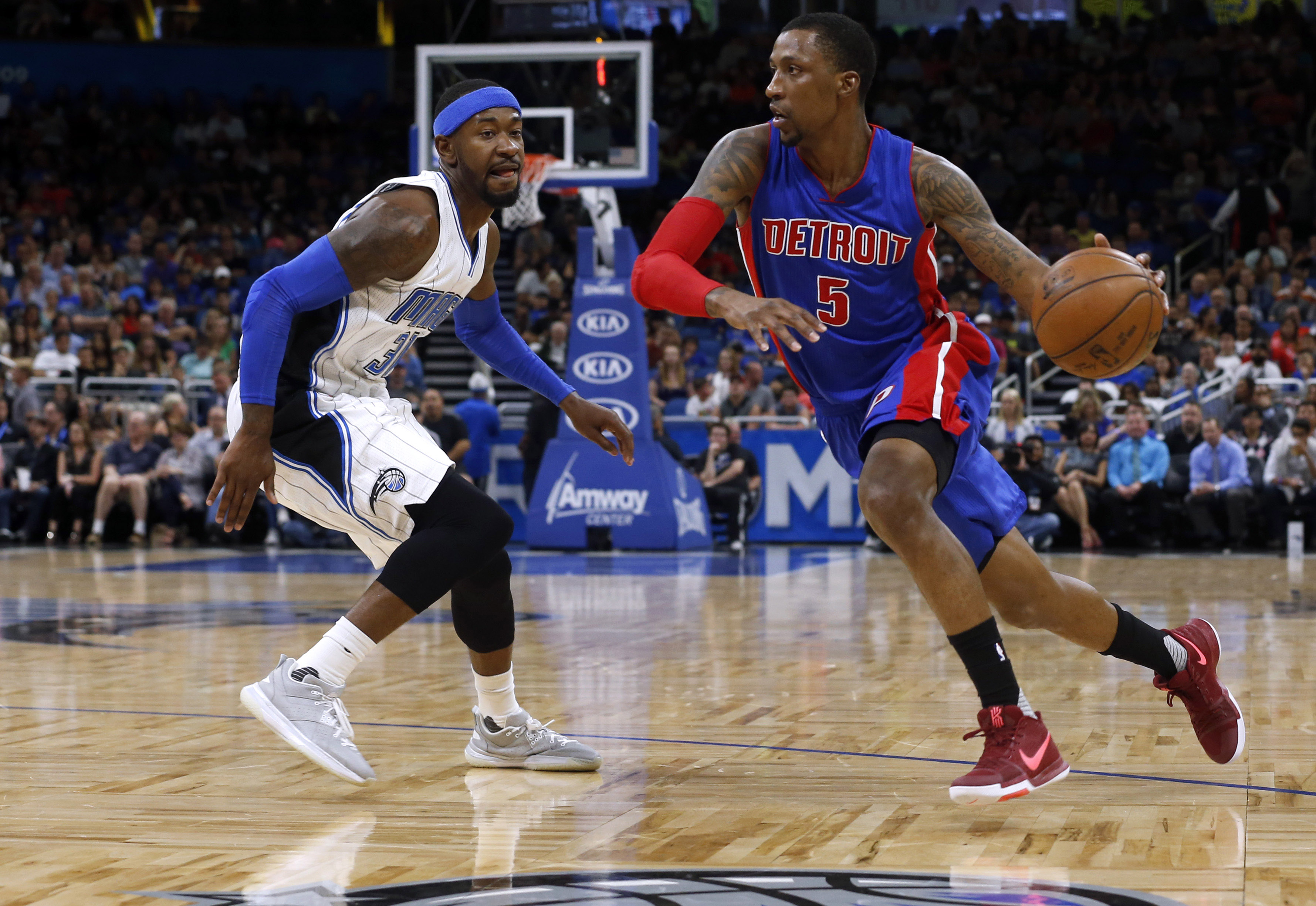 10008952-nba-detroit-pistons-at-orlando-magic-1