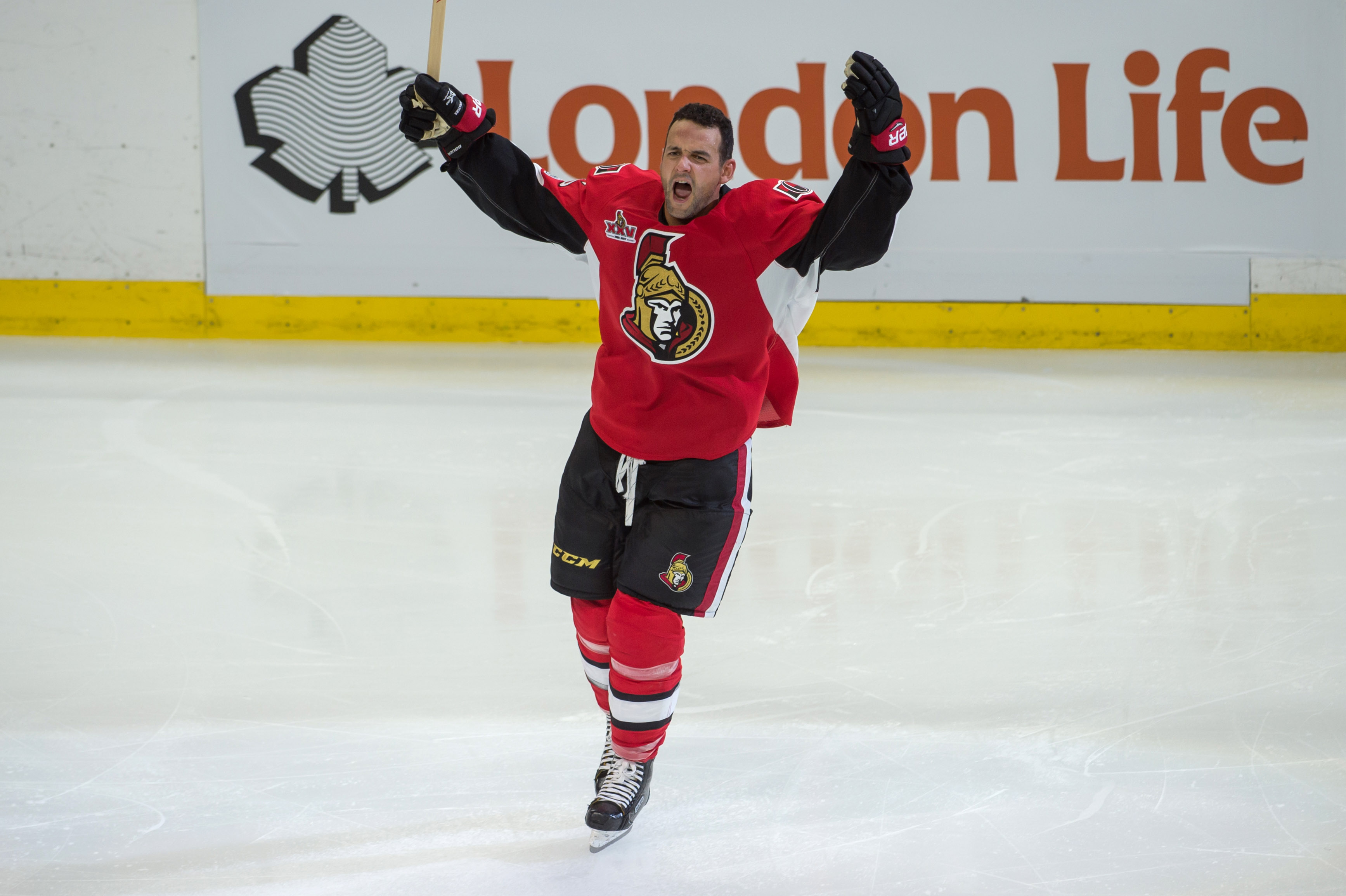10014282-nhl-boston-bruins-at-ottawa-senators