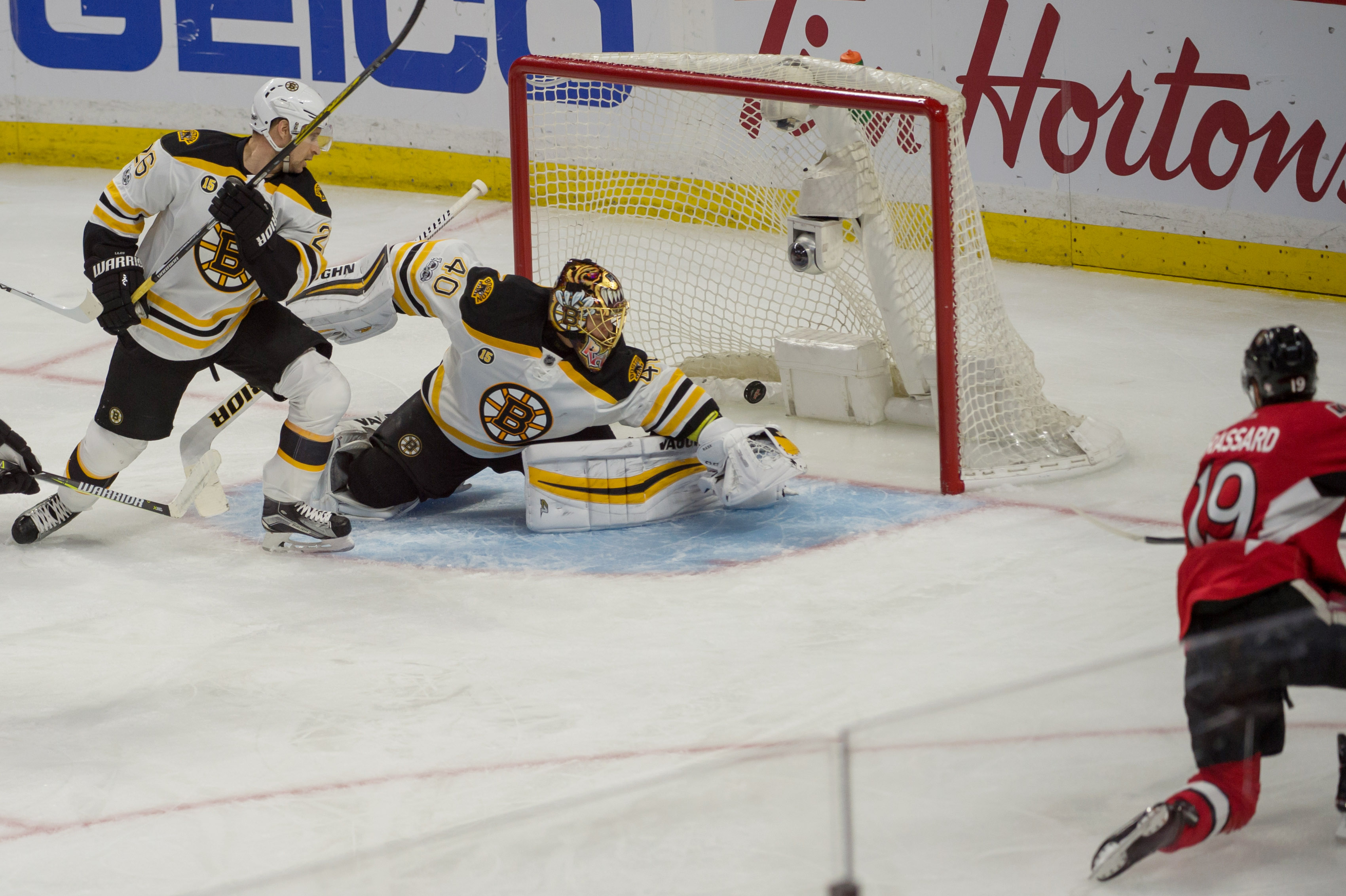 10014330-nhl-boston-bruins-at-ottawa-senators