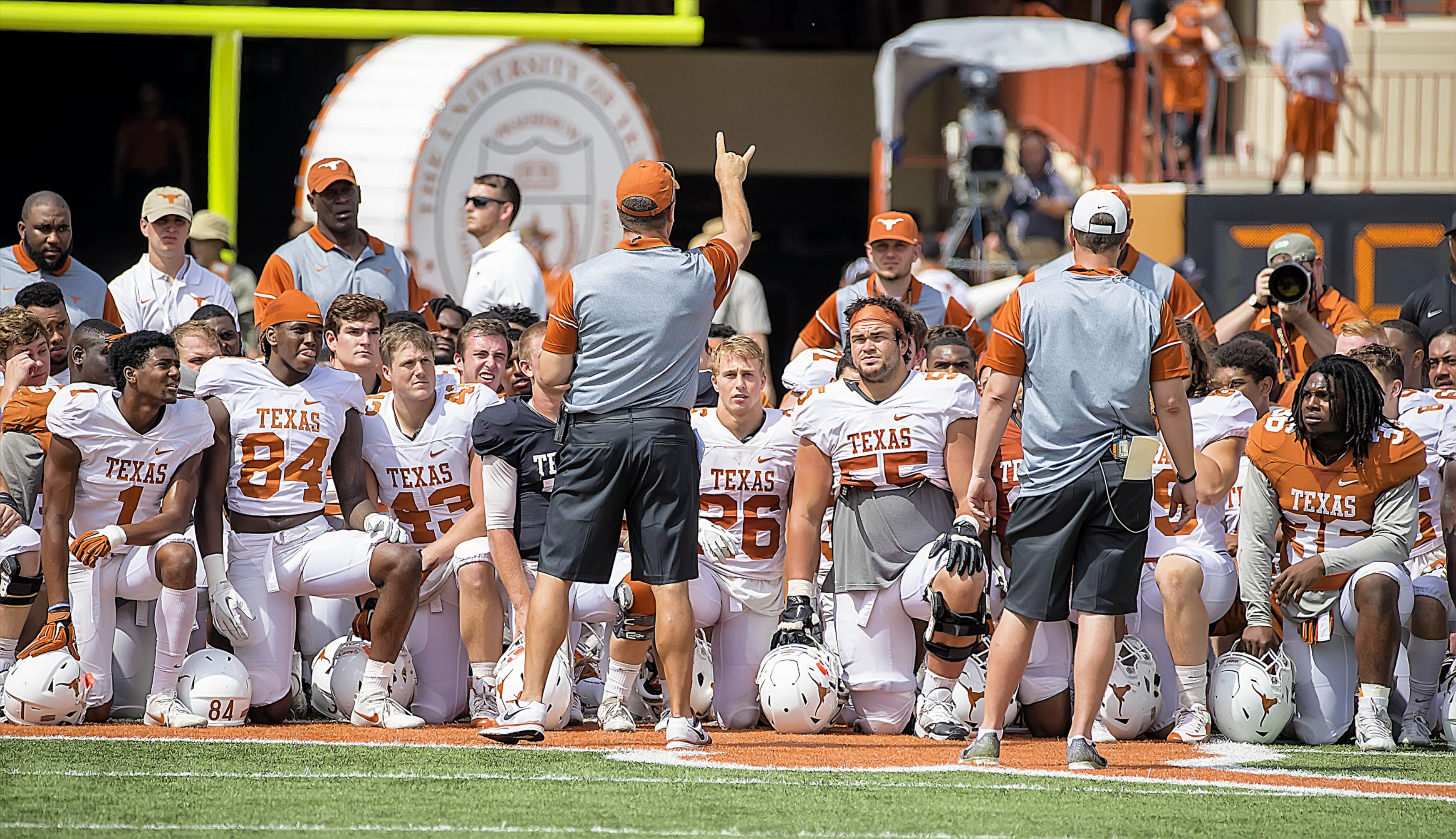 10014725-ncaa-football-texas-spring-game