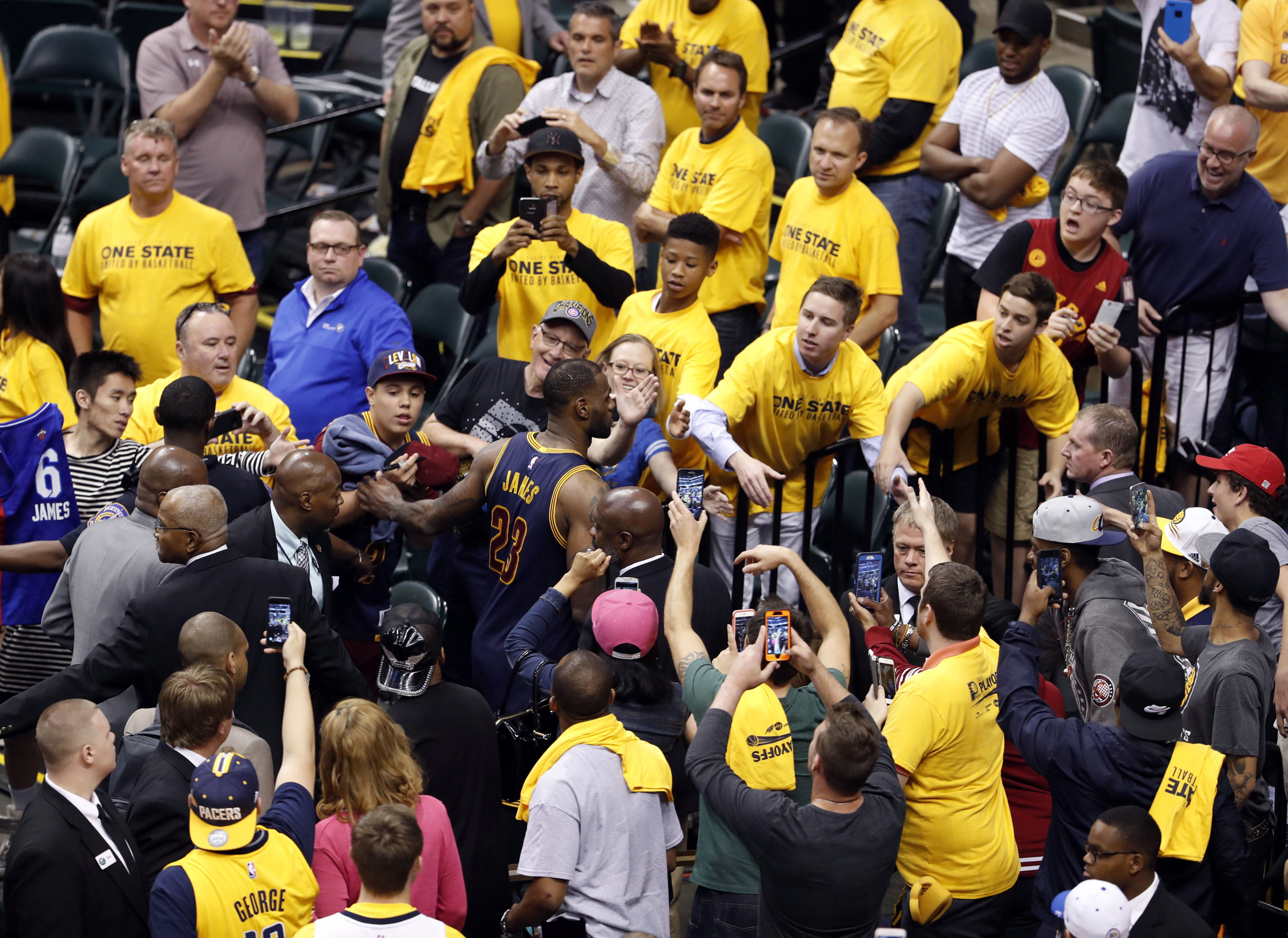 10022776-nba-playoffs-cleveland-cavaliers-at-indiana-pacers