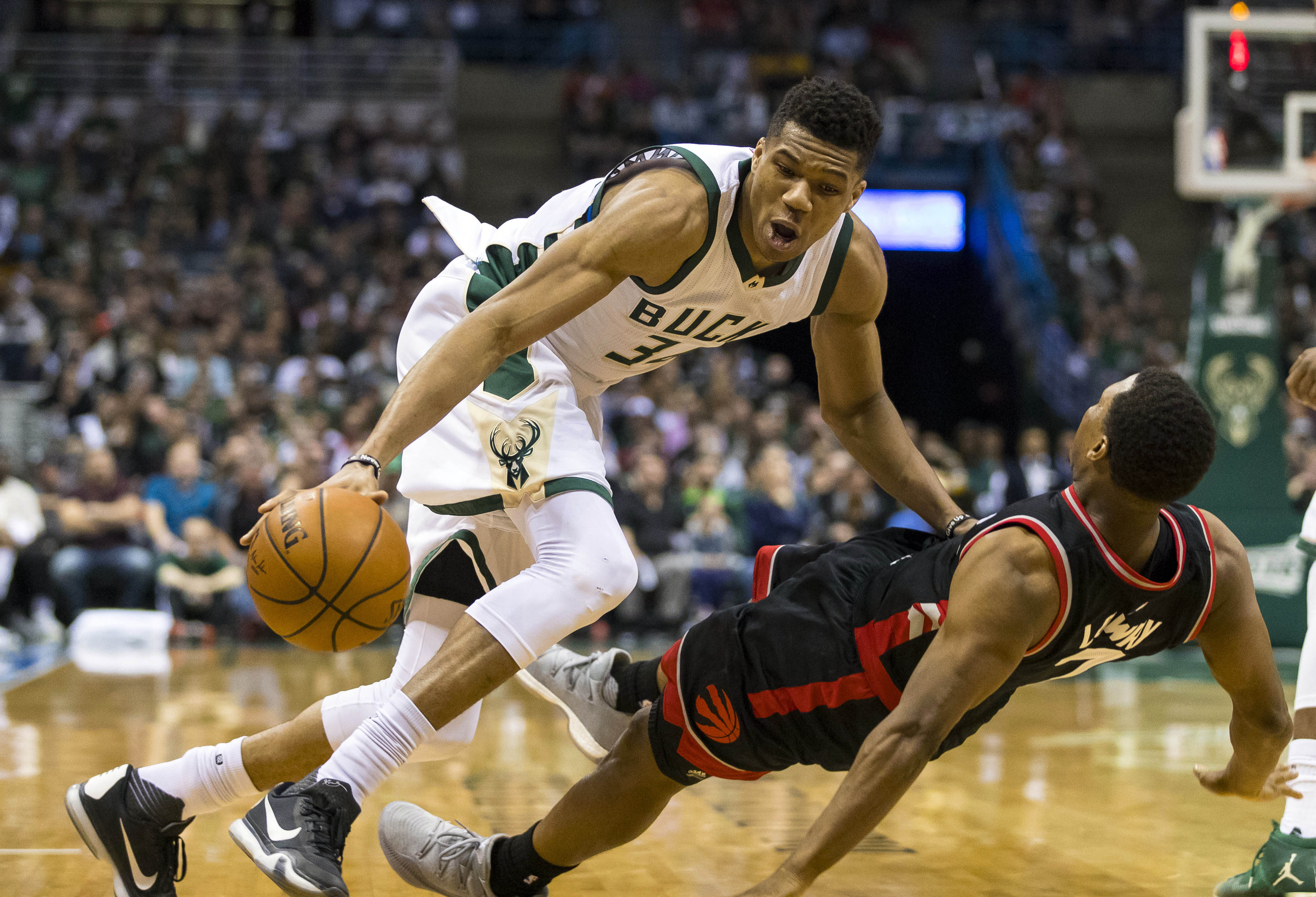10025324-nba-playoffs-toronto-raptors-at-milwaukee-bucks