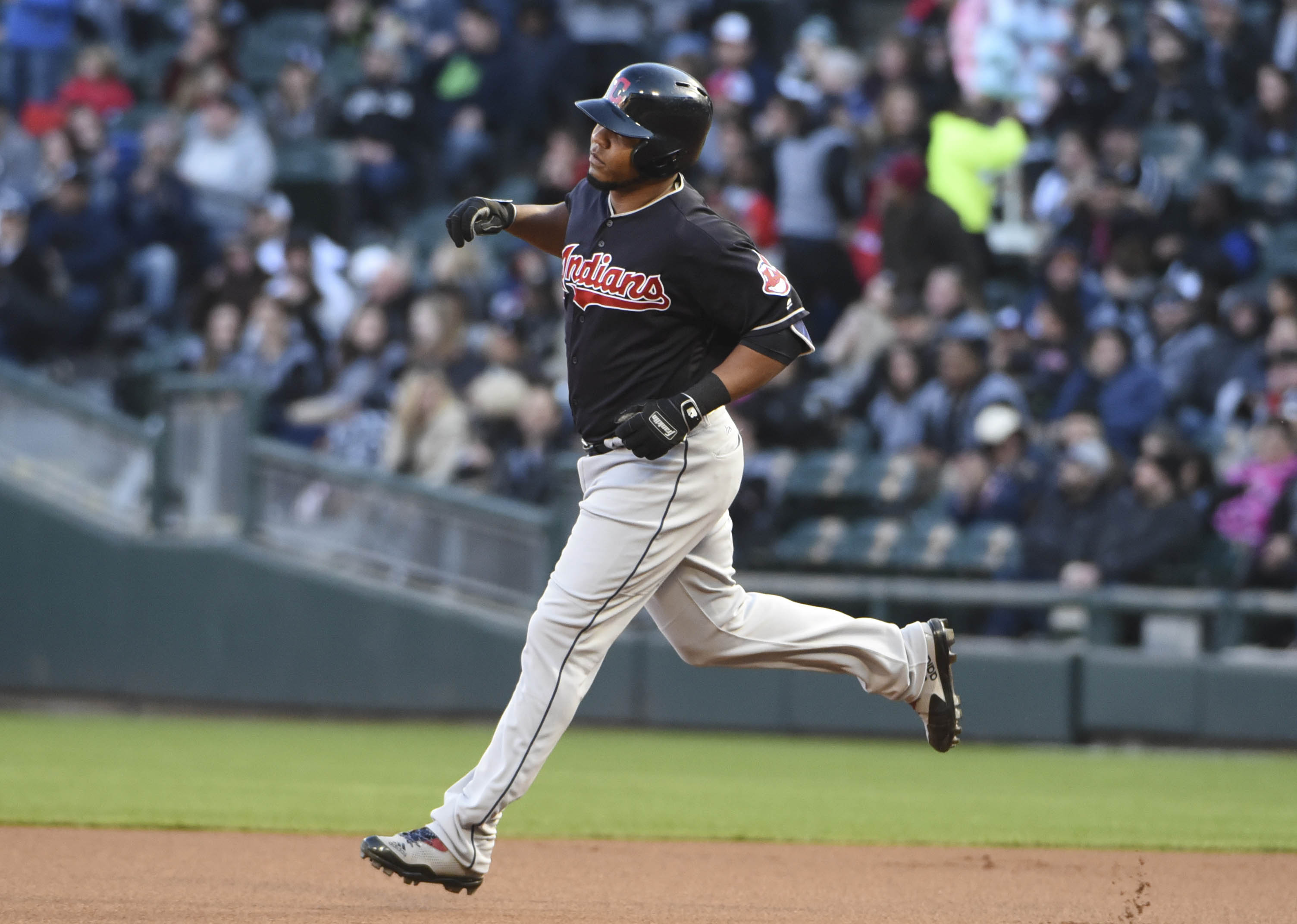 10025794-mlb-cleveland-indians-at-chicago-white-sox