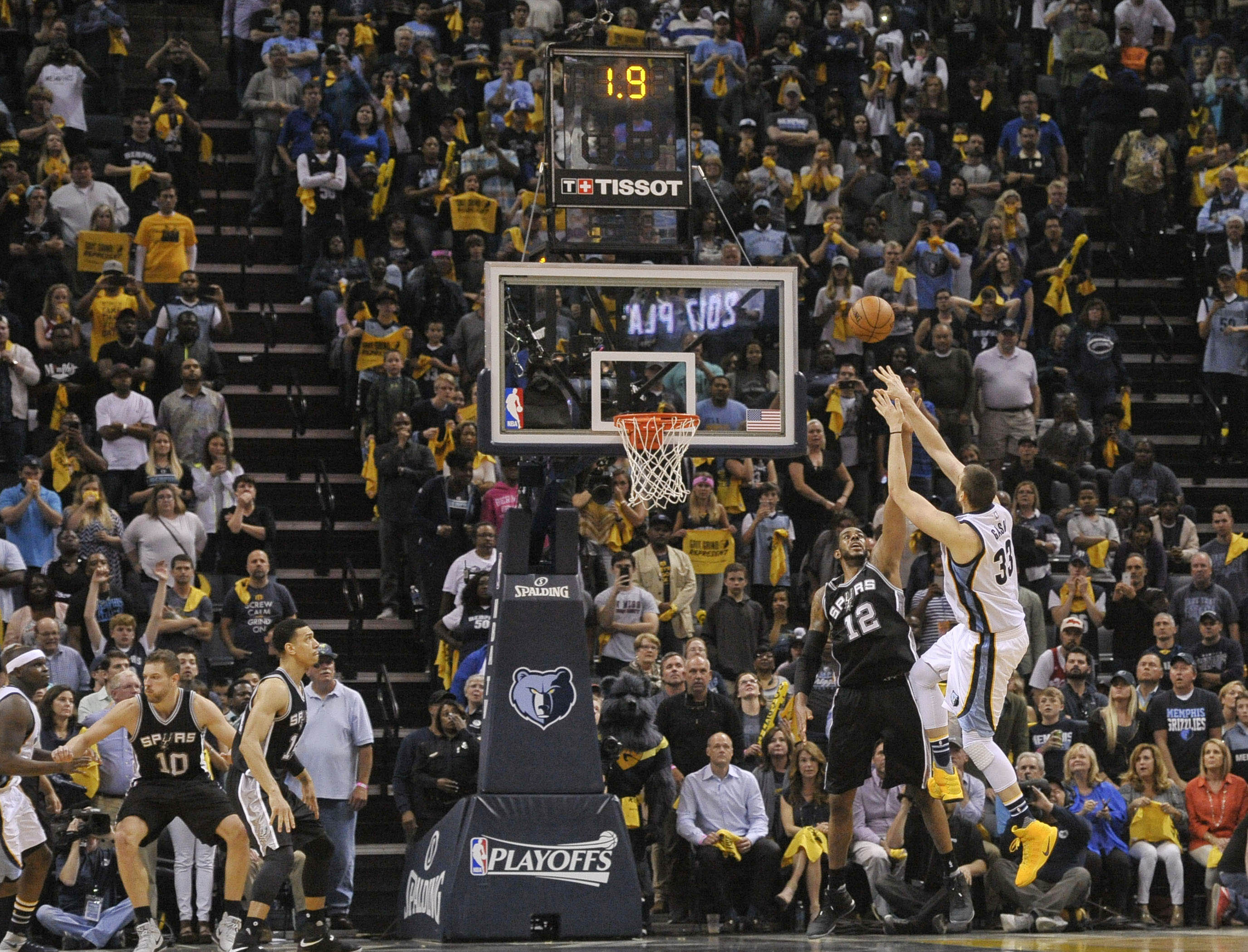 10026514-nba-playoffs-san-antonio-spurs-at-memphis-grizzlies-1
