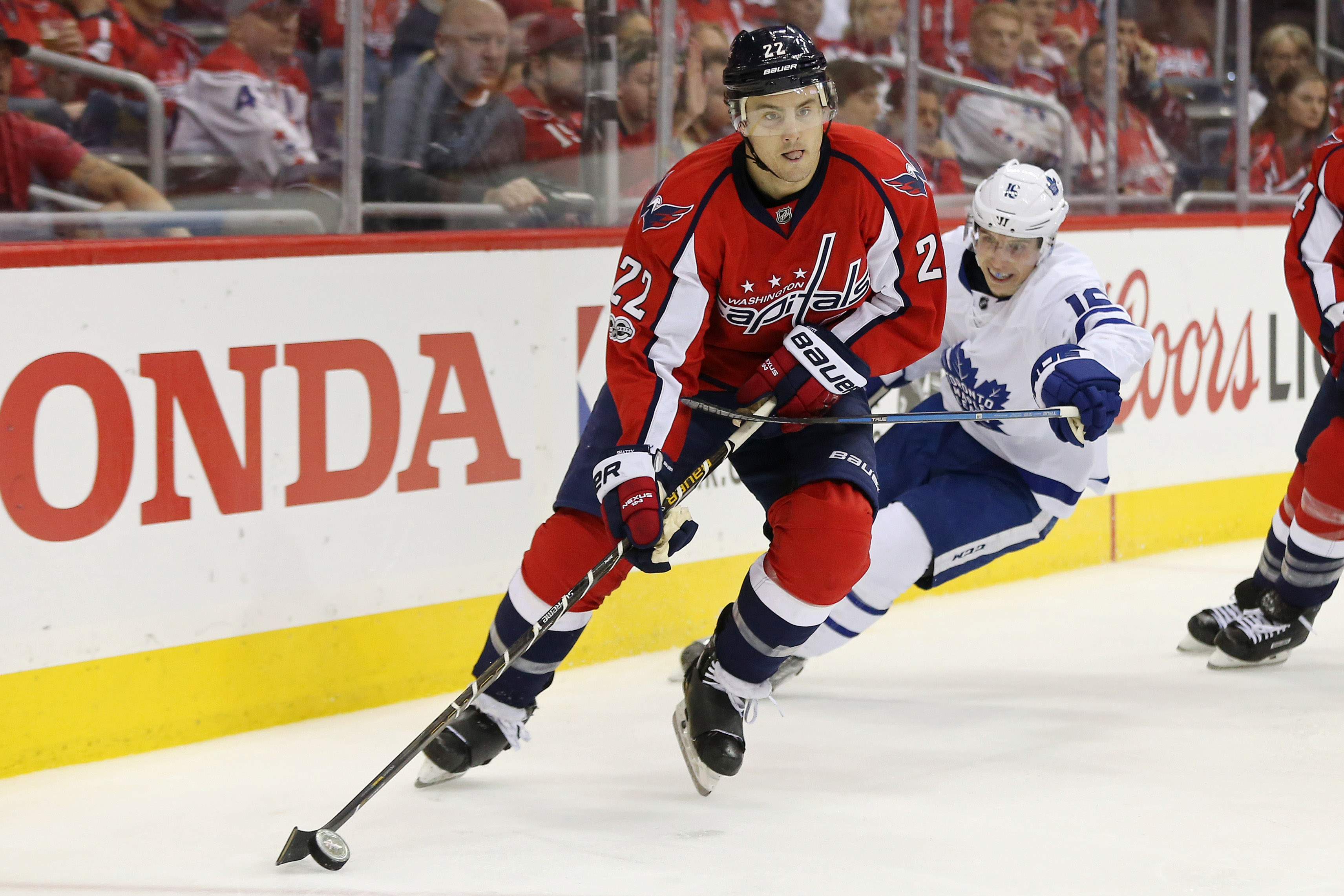 10030670-nhl-stanley-cup-playoffs-toronto-maple-leafs-at-washington-capitals