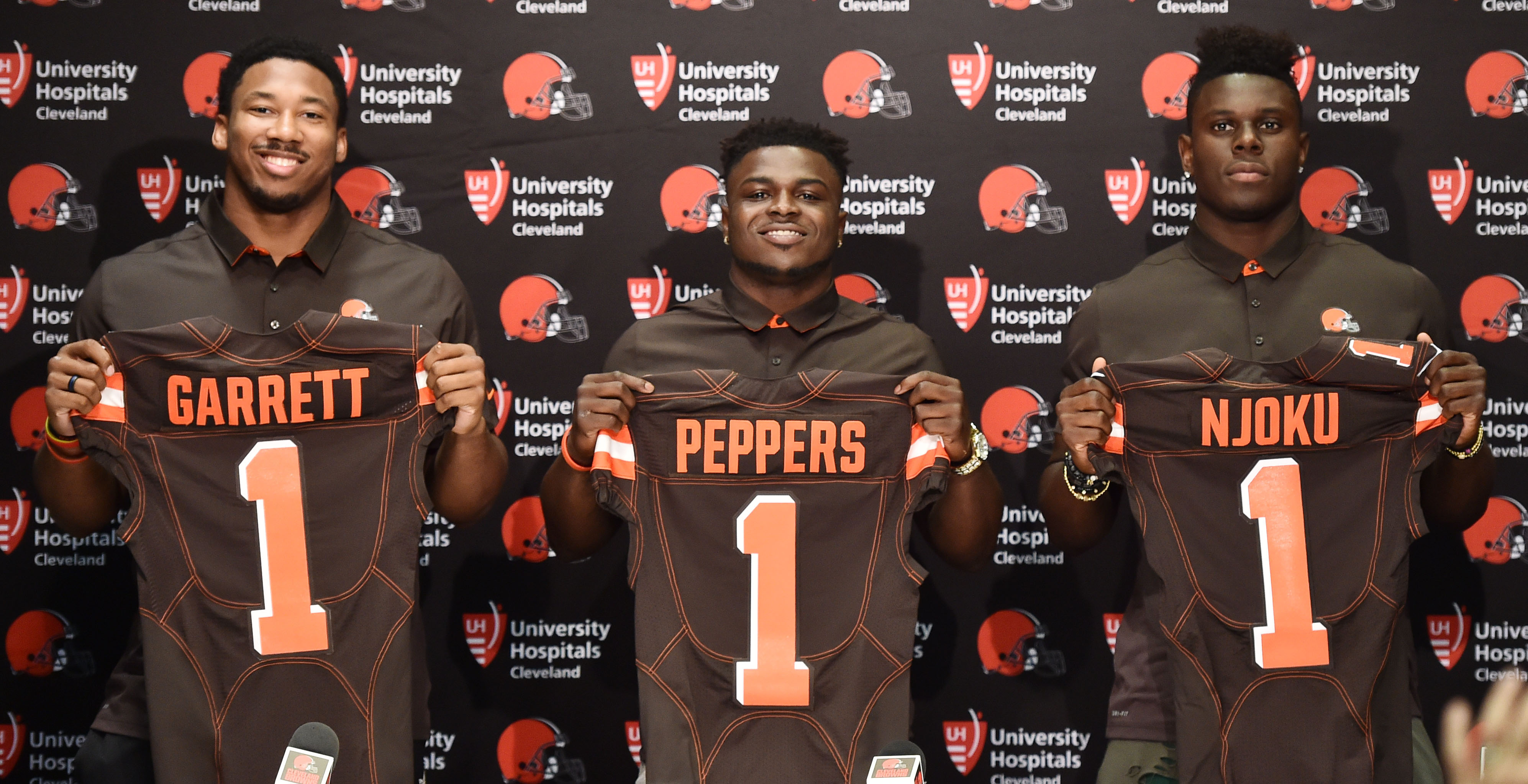 10034442-nfl-cleveland-browns-press-conference-3