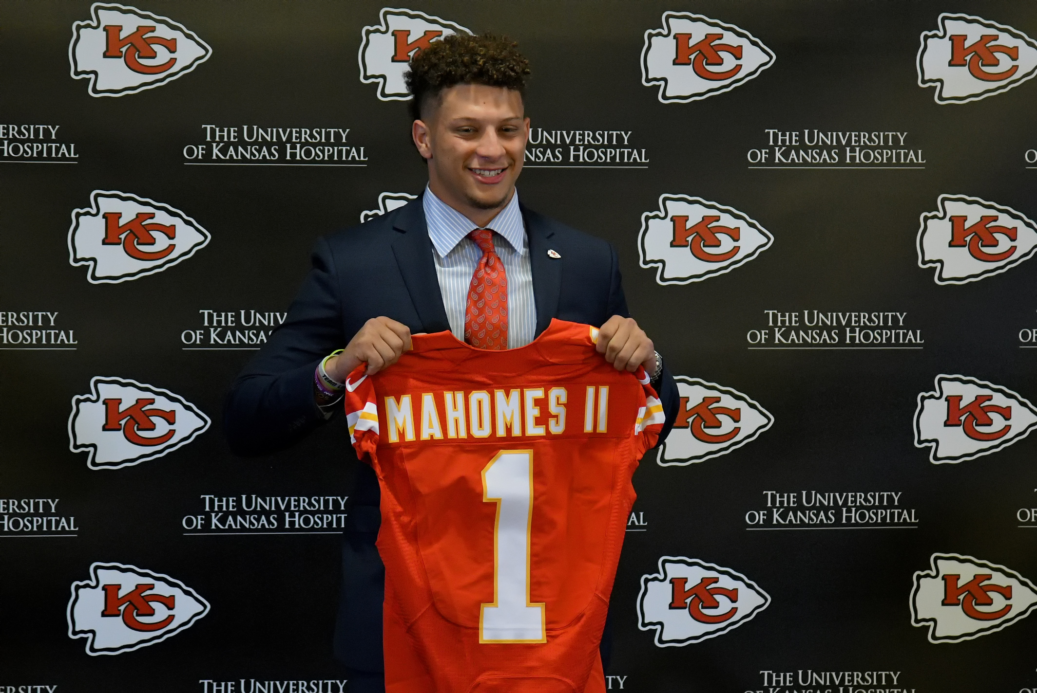 Patrick Mahomes selected by Kansas City Chiefs in NFL draft