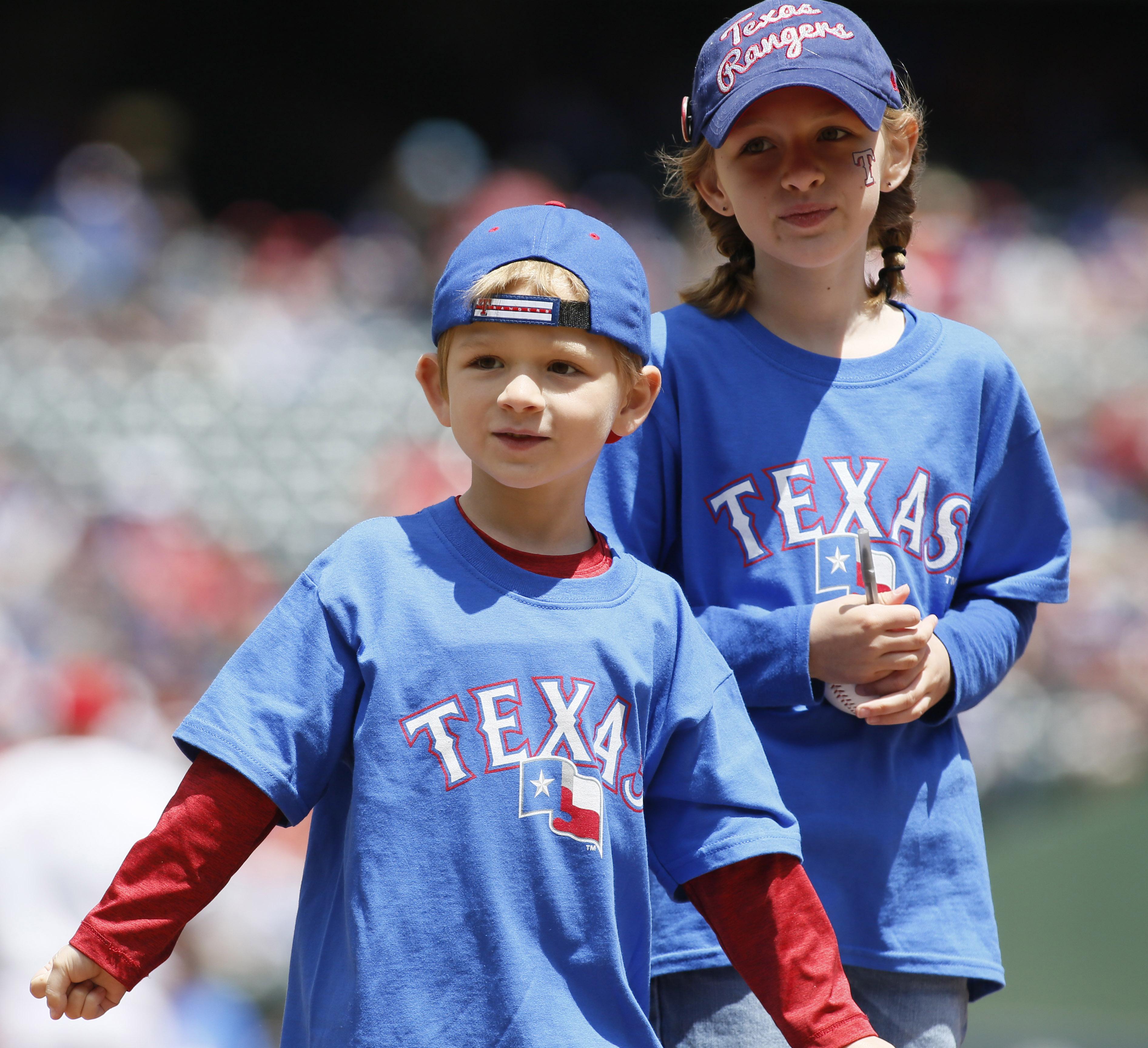 10037963-mlb-los-angeles-angels-at-texas-rangers