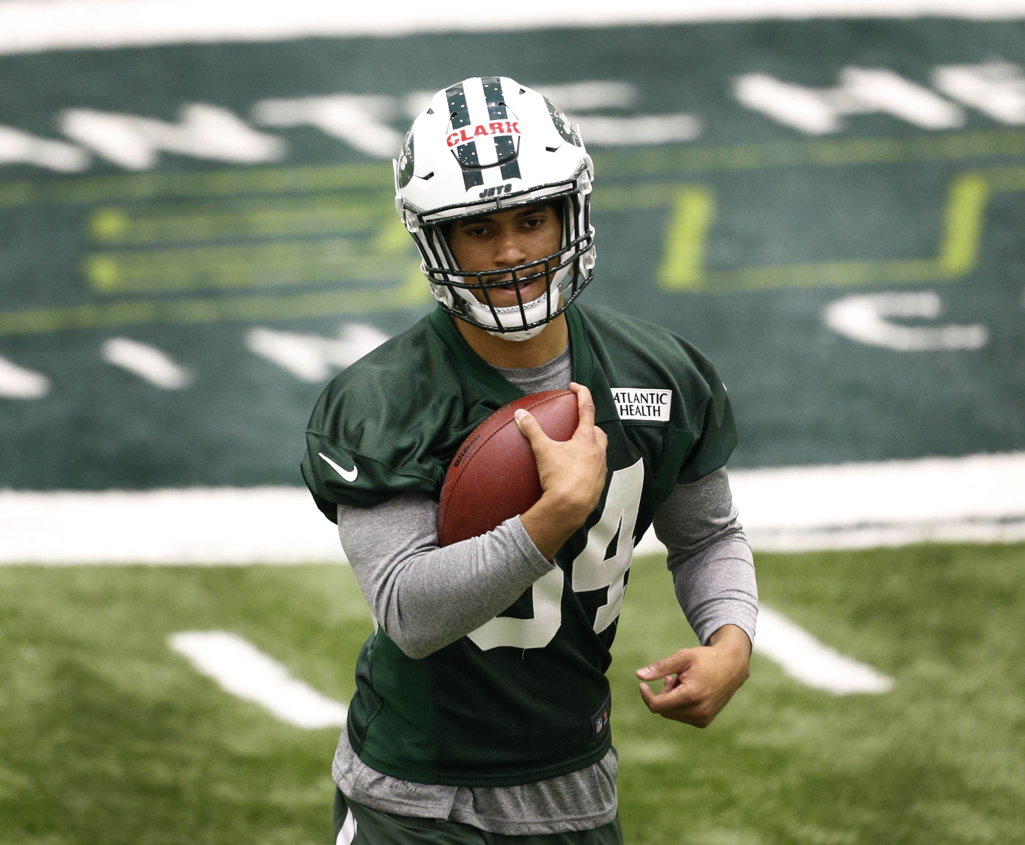 10043178-nfl-new-york-jets-rookie-minicamp-1